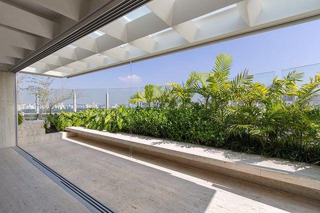 Residência AJ . . #cenariopaisagismo #paisagismo #jardim #varanda #landscape #landscapearchitect #landscapedesign
