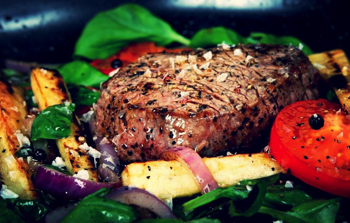 steak na zelenině.jpg