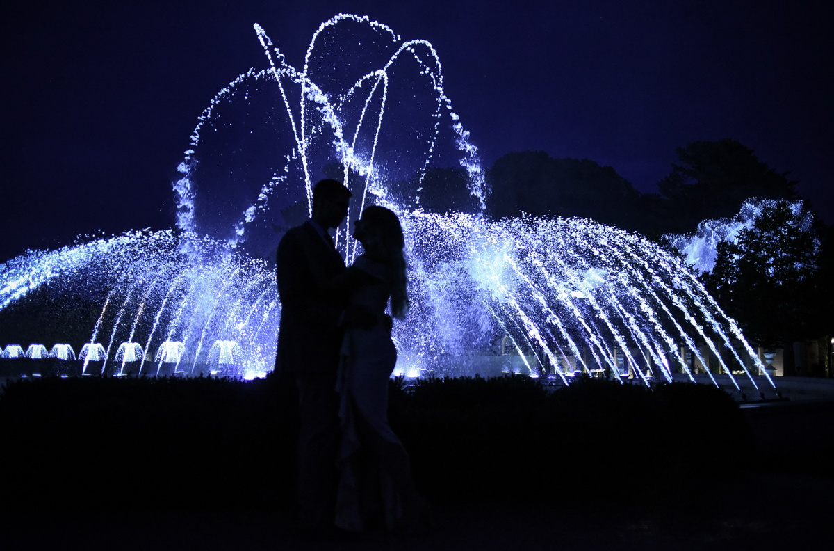 Longwood-gardens-summer-engagement-033.JPG