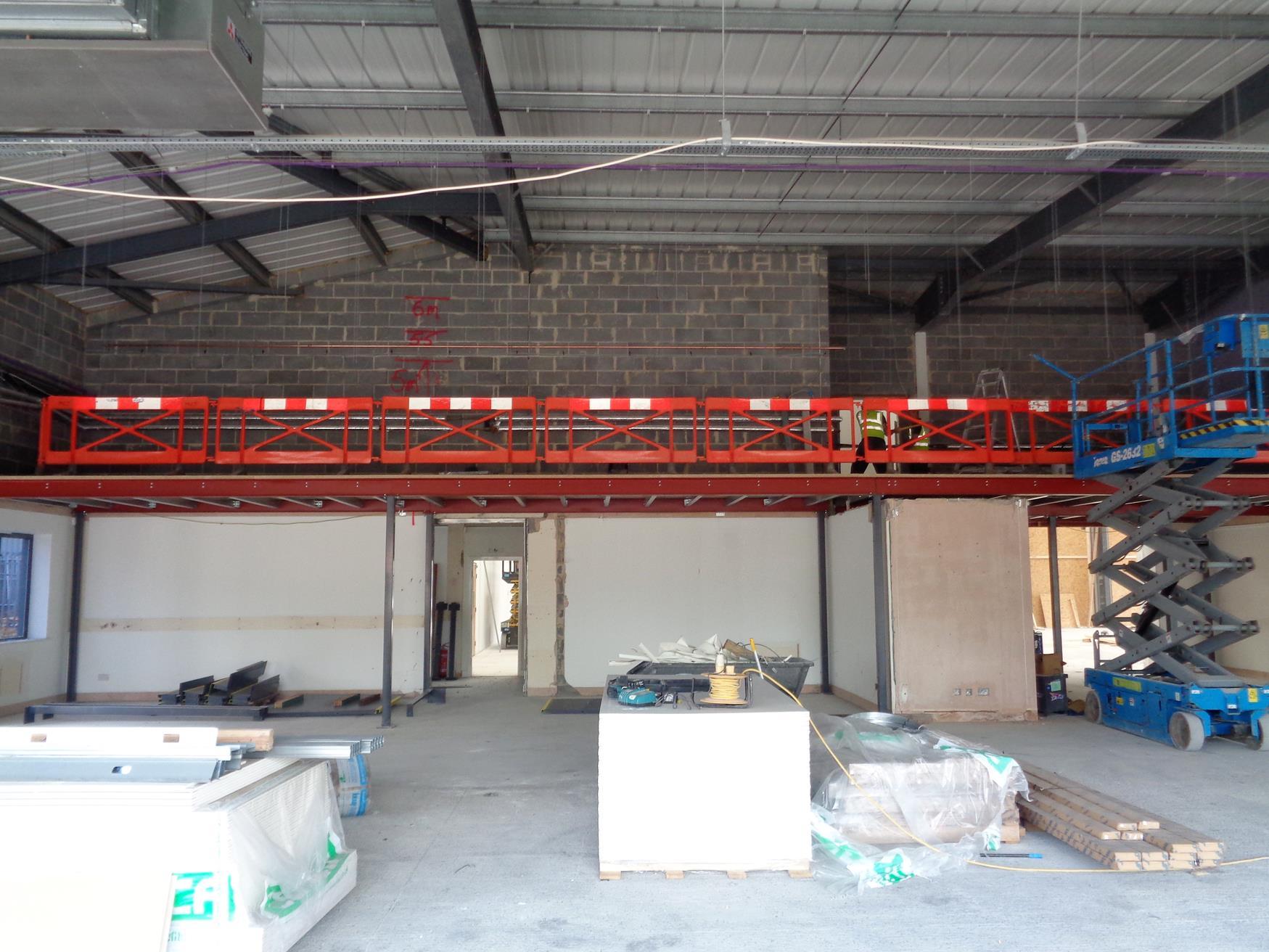Insertion of mezzanine floor in main showroom