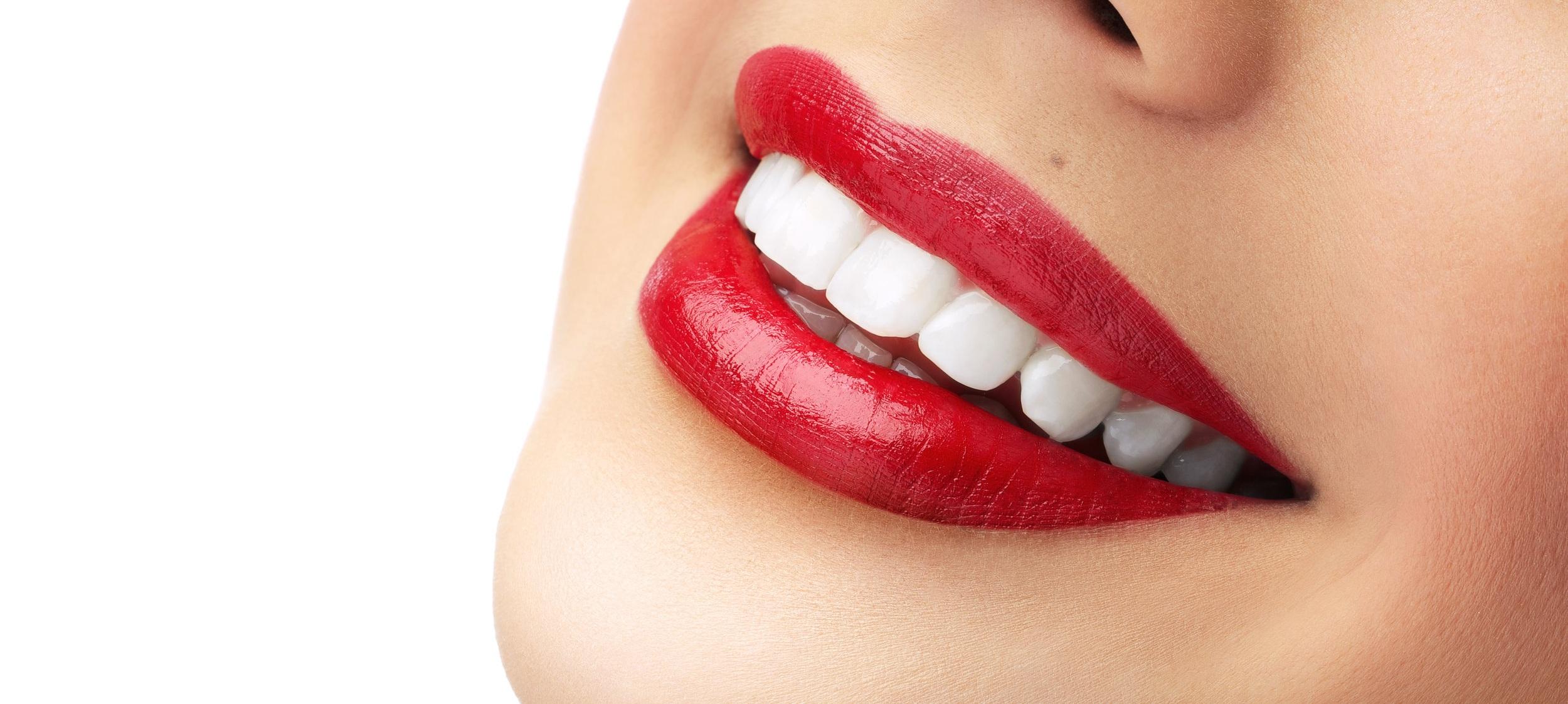 Balti ir sveiki dantys po burnos higienos procedūros