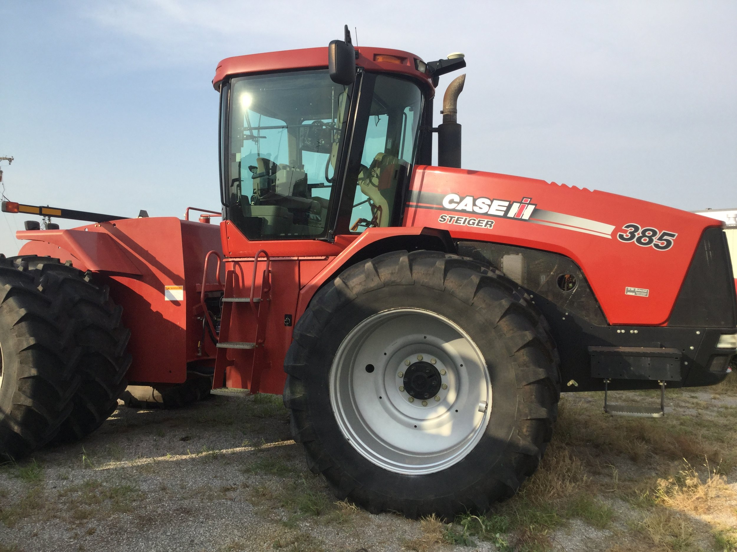 2009 Steiger 385 (3800 hrs) w/steering - $142,500