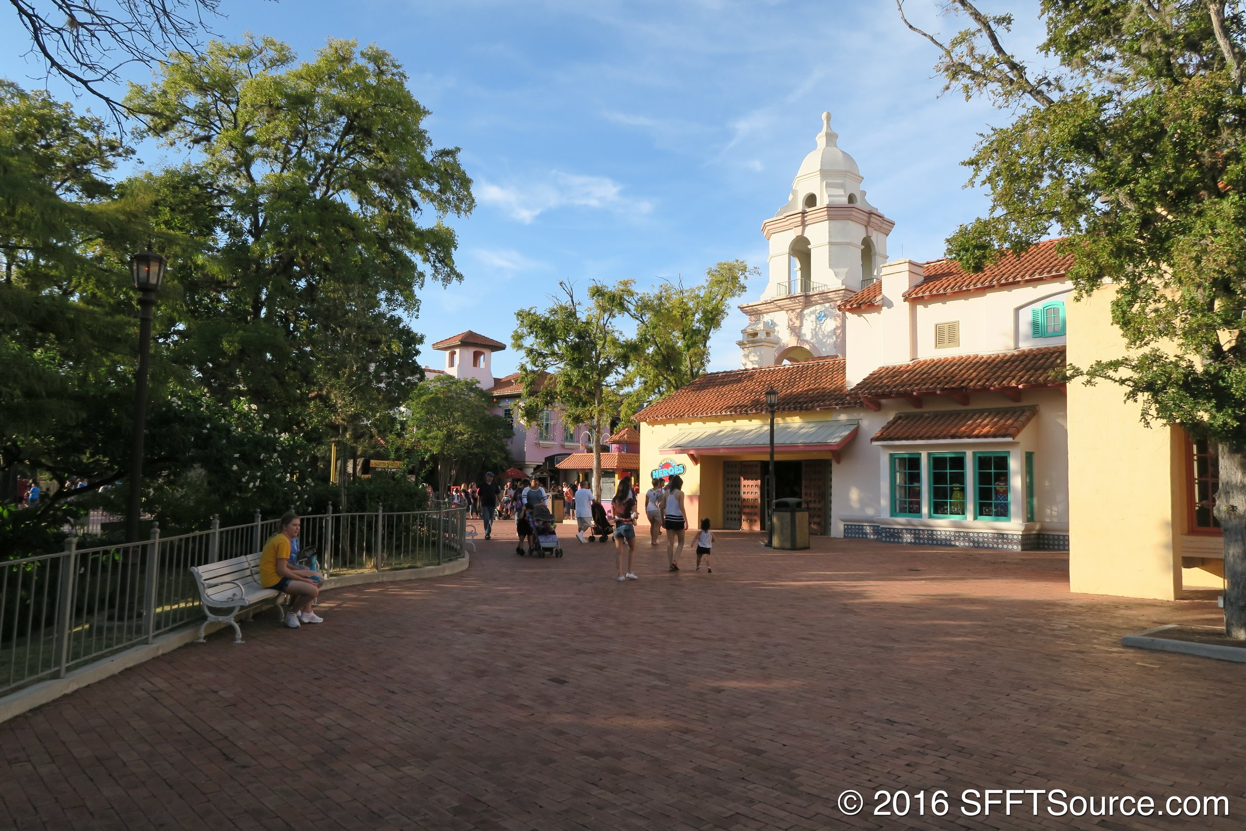 A look at the atmosphere of Los Festivales.
