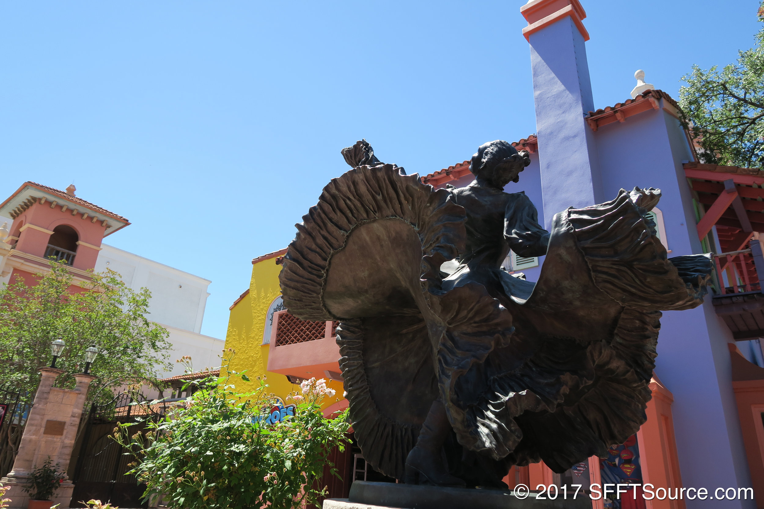 This statue stands outside of Zaragoza Theatre.