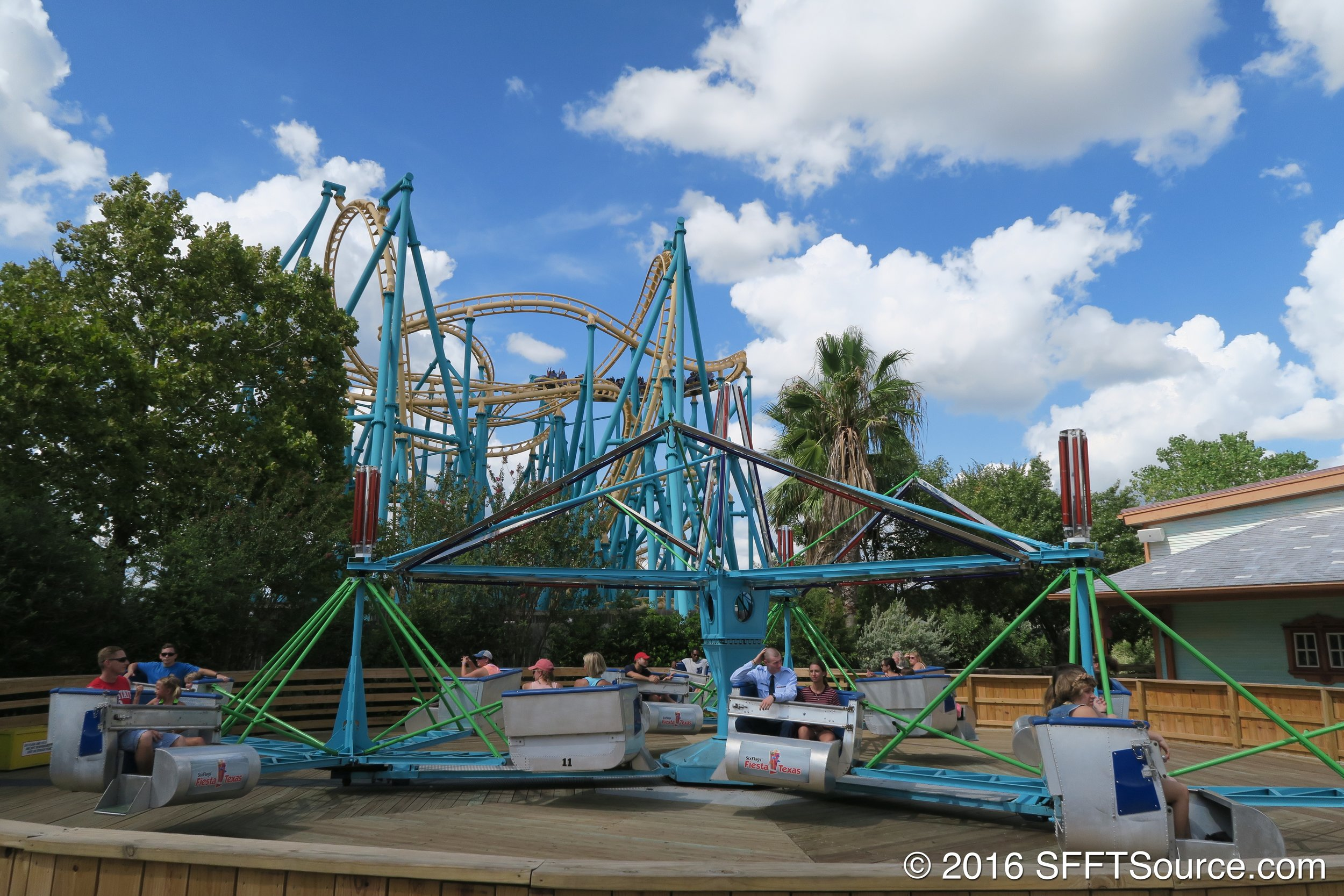 Wave Runner is a classic Scrambler attraction.