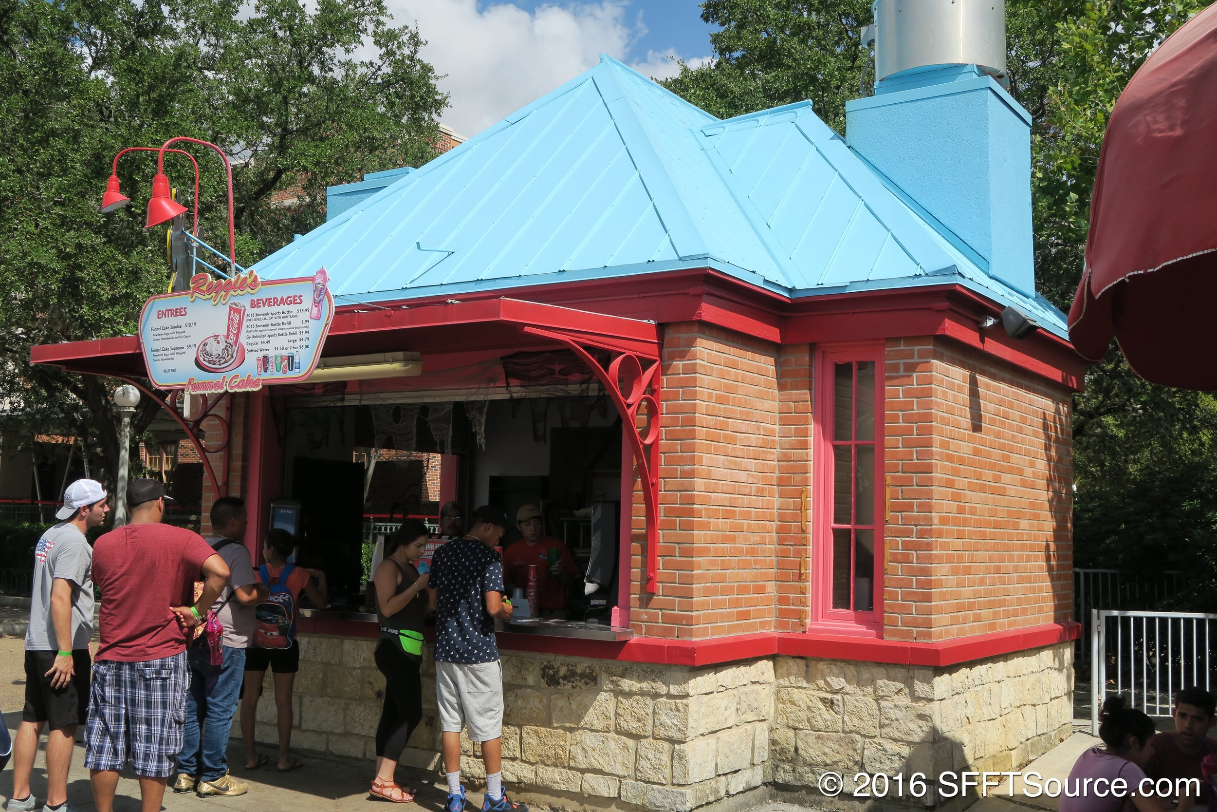 Prior to being Blue Snowman, this food stand was known as Reggie's.