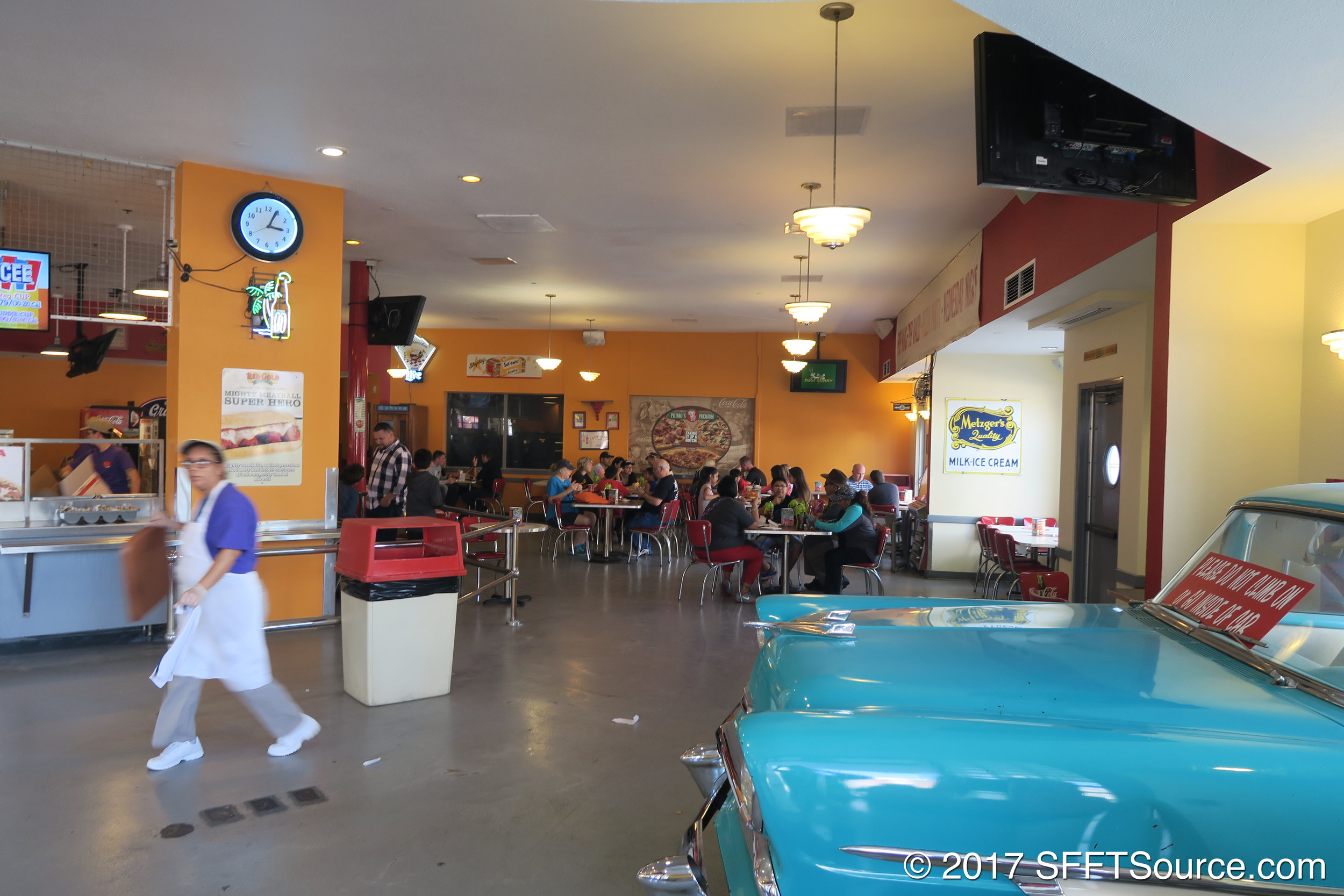 Primo's also has indoor seating.