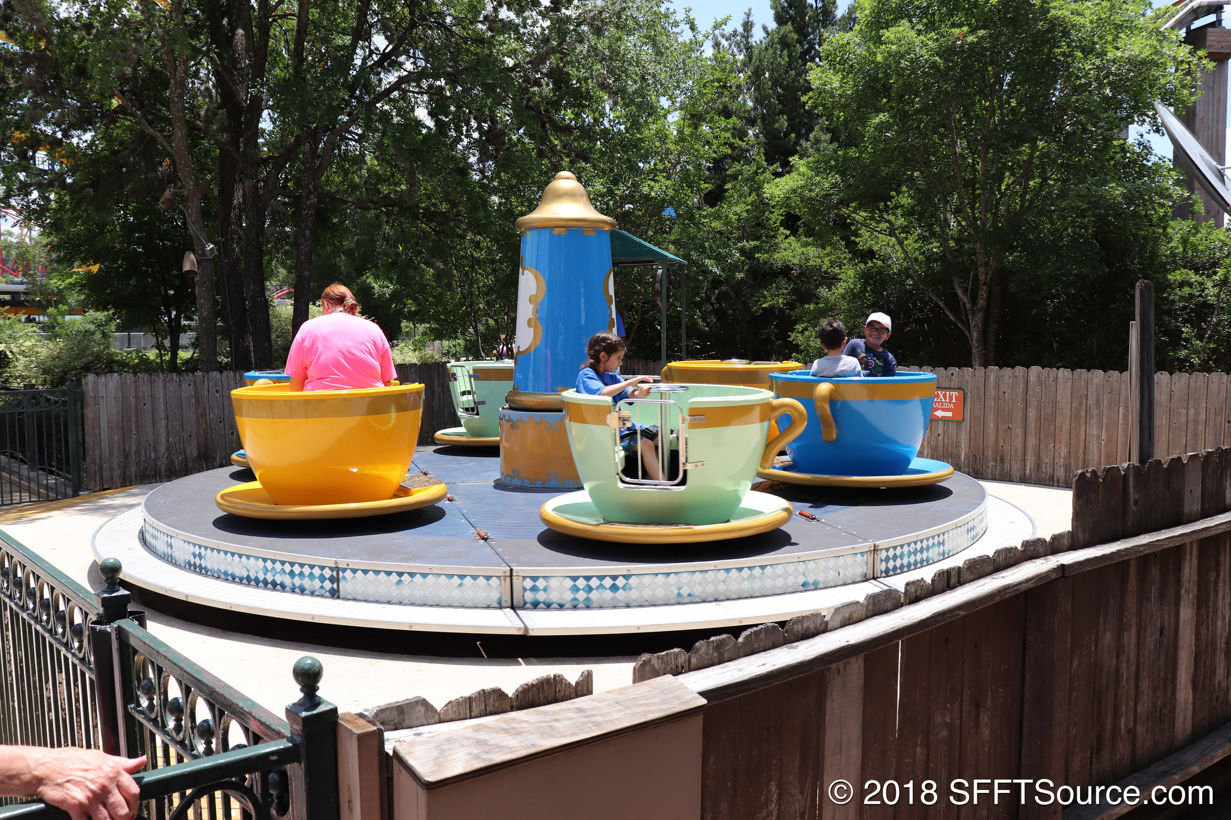 A closer look at the teacup seats of Kinderstein.