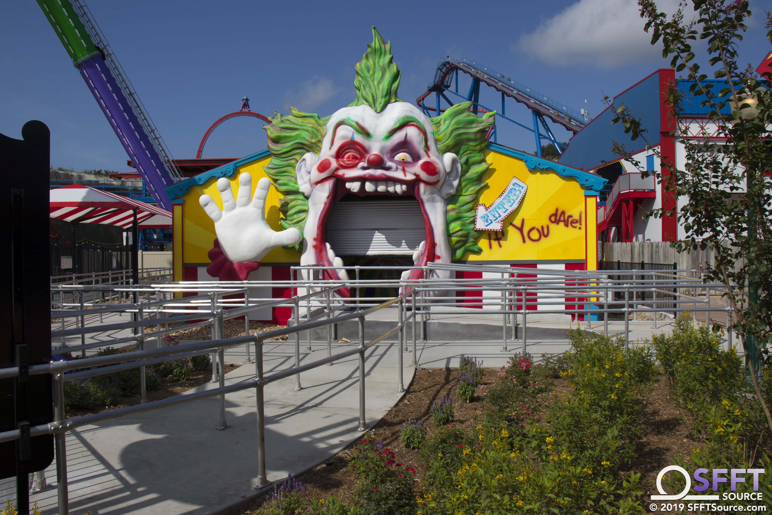 The Joker Carnival of Chaos features an indoor fun house queue.