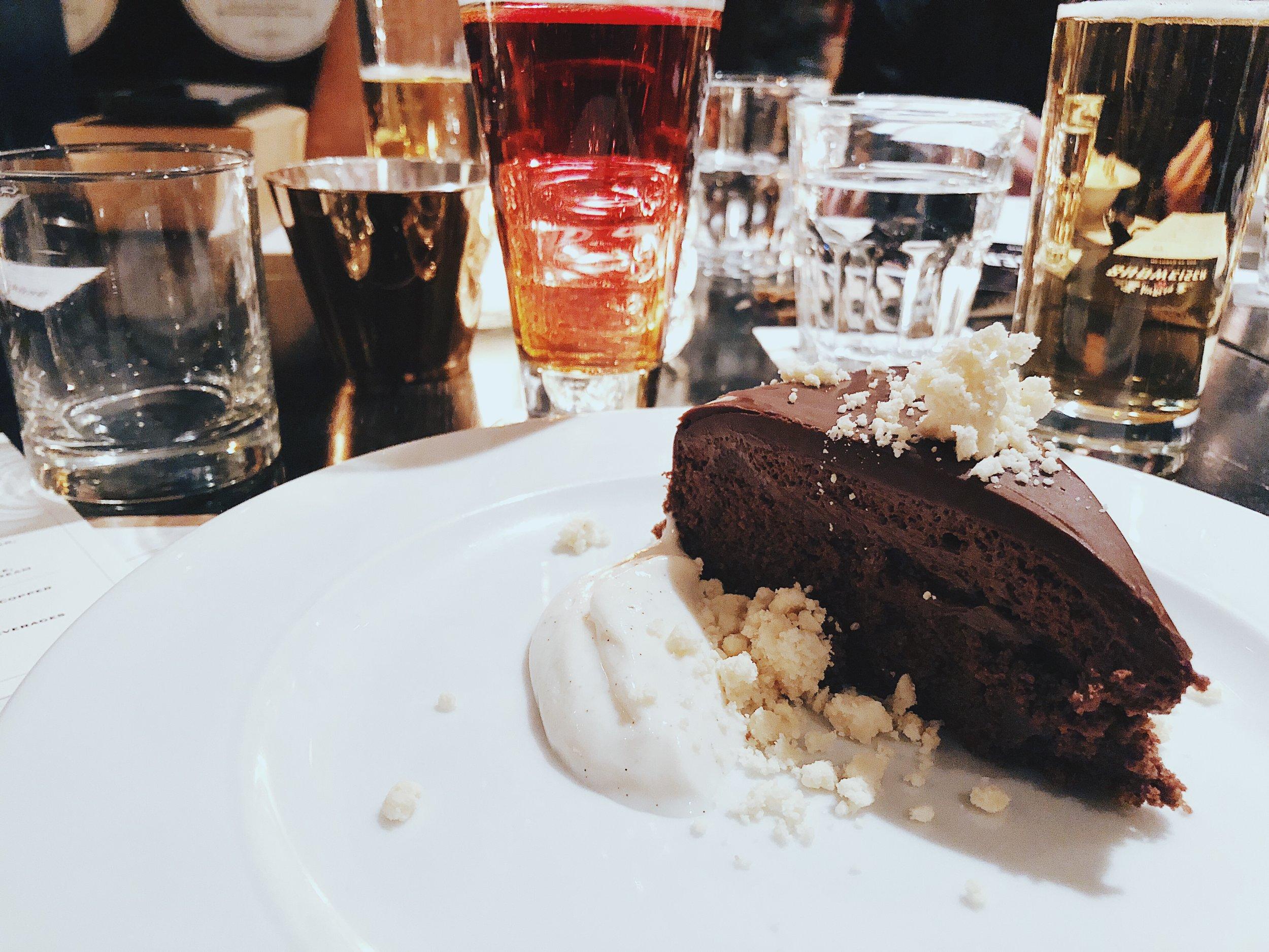 MOUSSE CAKE - dark chocolate, milk crumble