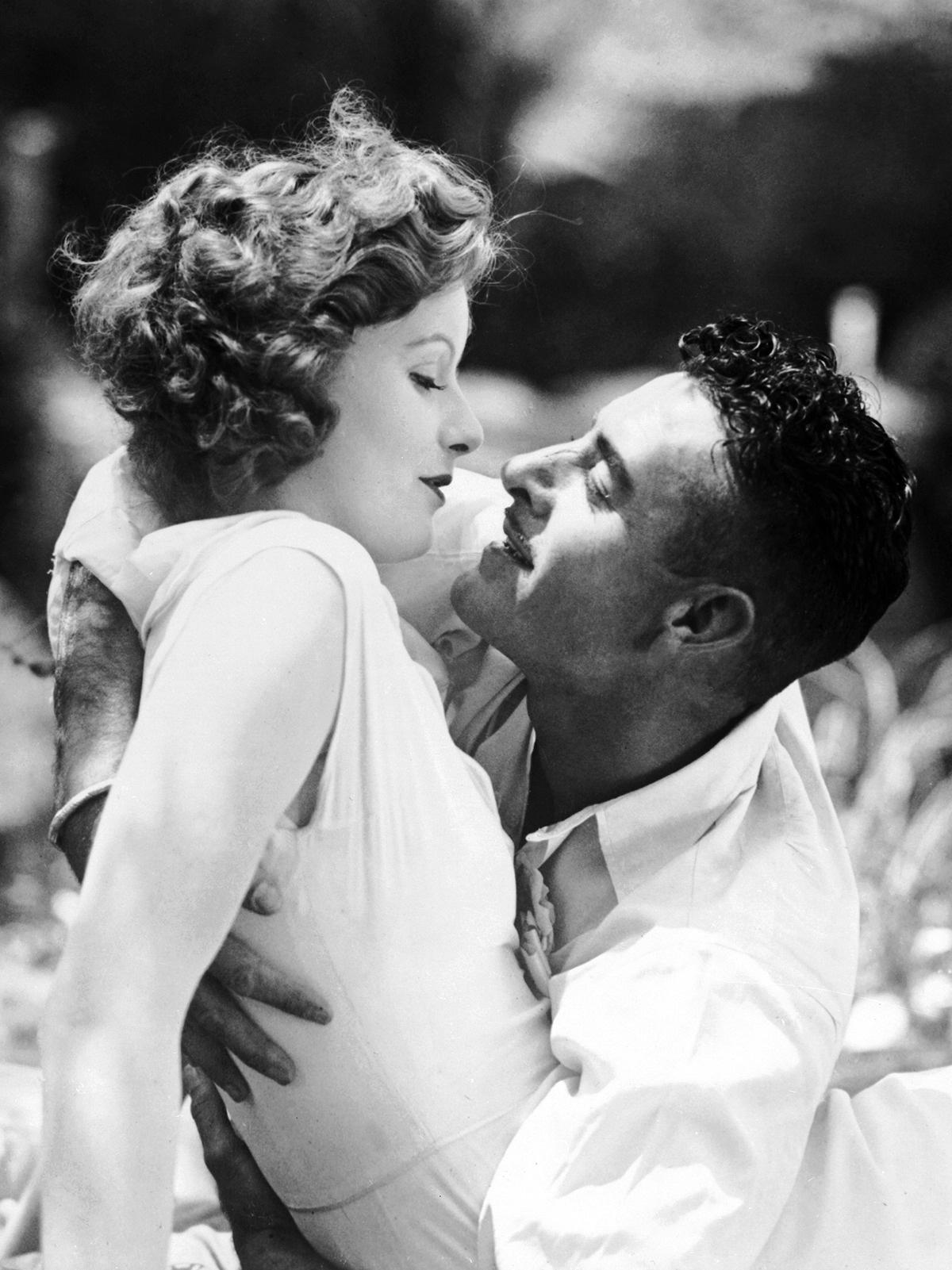 greta-garbo-and-john-gilbert-in-love-1927.jpg