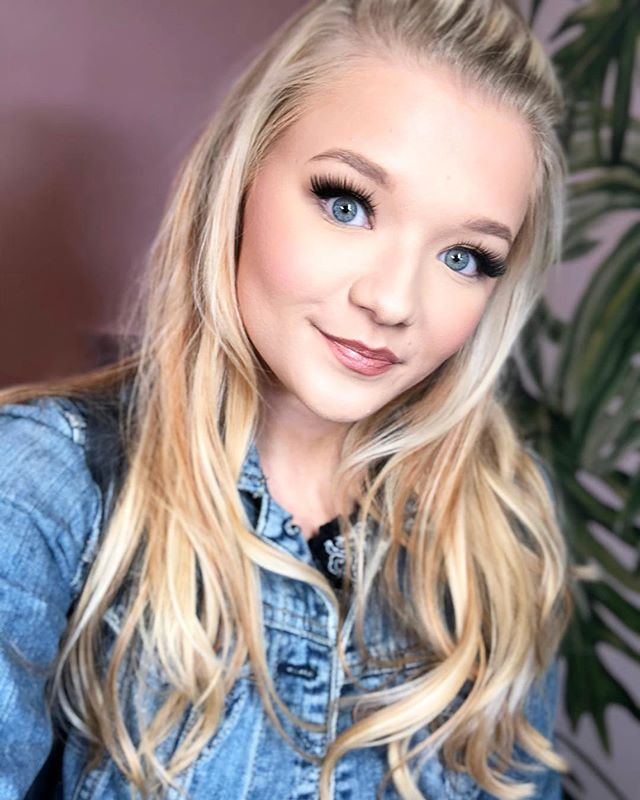 Miss Mags is rocking a freshly Dermaplaned face which lets her makeup to go on smoothly, allowing her to use less of it!  She's wearing our @true_glue_beauty Lashes in Barbie Girl, but the star of the show is her foundation. ✨  Ultra Foundation, the heart & soul of @faceatelier, is an innovative approach to foundation that allows you to be in control. It's a highly pigmented, long-lasting foundation that provides buildable coverage with a natural satin finish. No primer needed! It's built in, thanks to the super sophisticated, silicone-based formula. Another bonus - it sets without powder, preserving the youthful, dewy finish & has soft-focus properties that diminish the look of fine lines and wrinkles.  Book your first Dermaplane with us and get $25 off! (Book button in profile). And come in to get color matched for your perfect shade of Ultra Skin. You too can have radiant skin this Holiday Season. ✨🎄✨