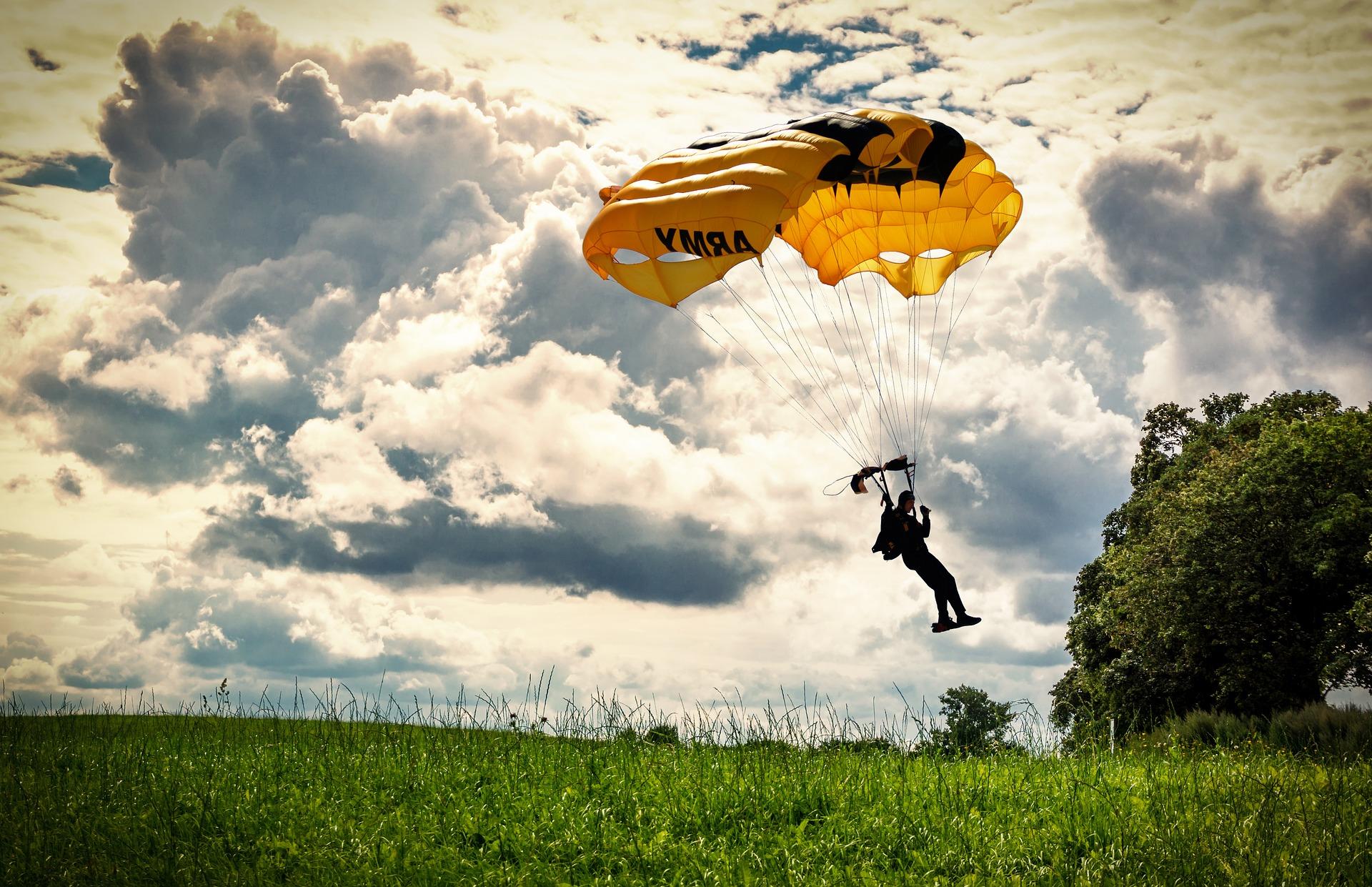 parachute-1921035_1920.jpg