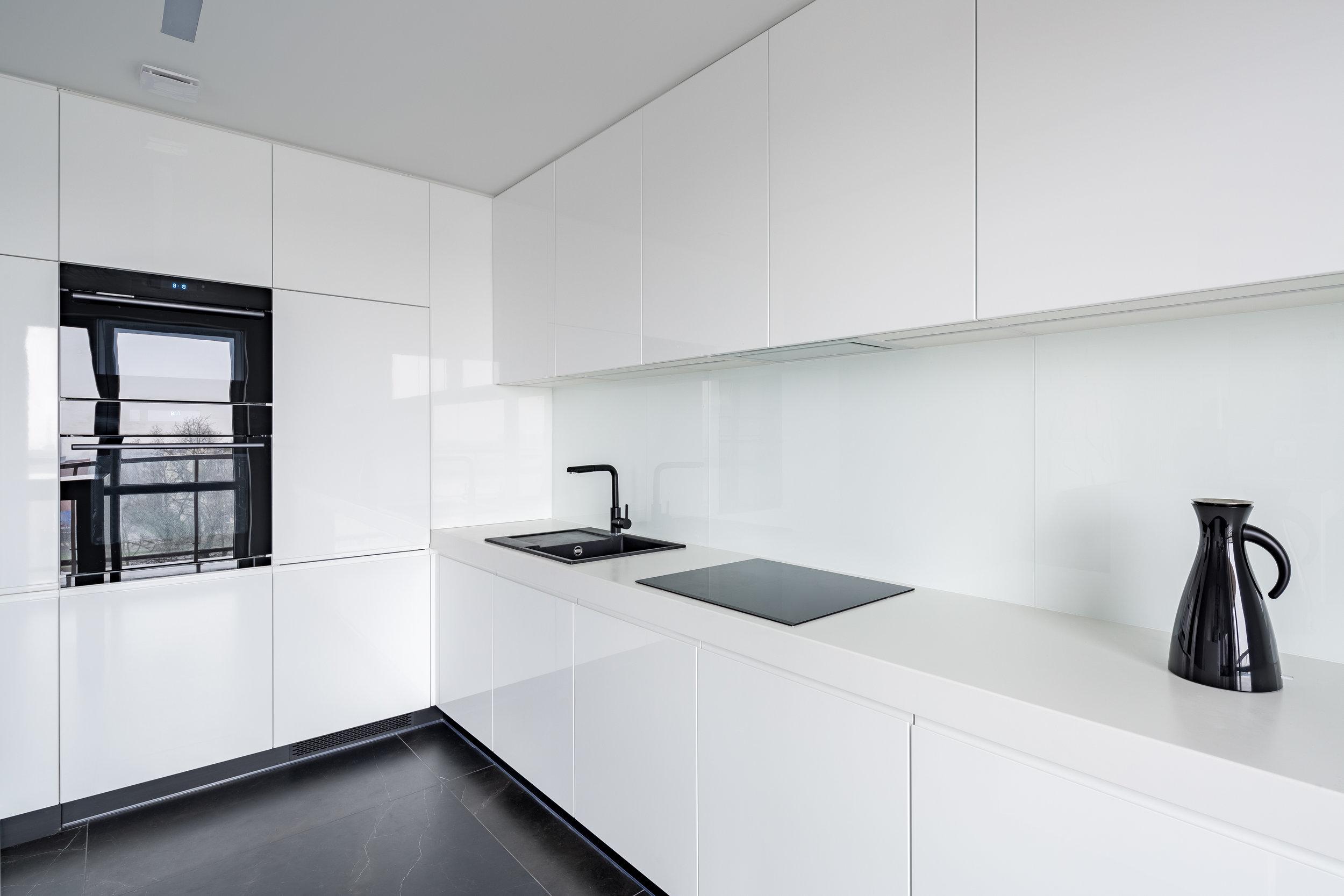 minimal apartment kitchen.jpg