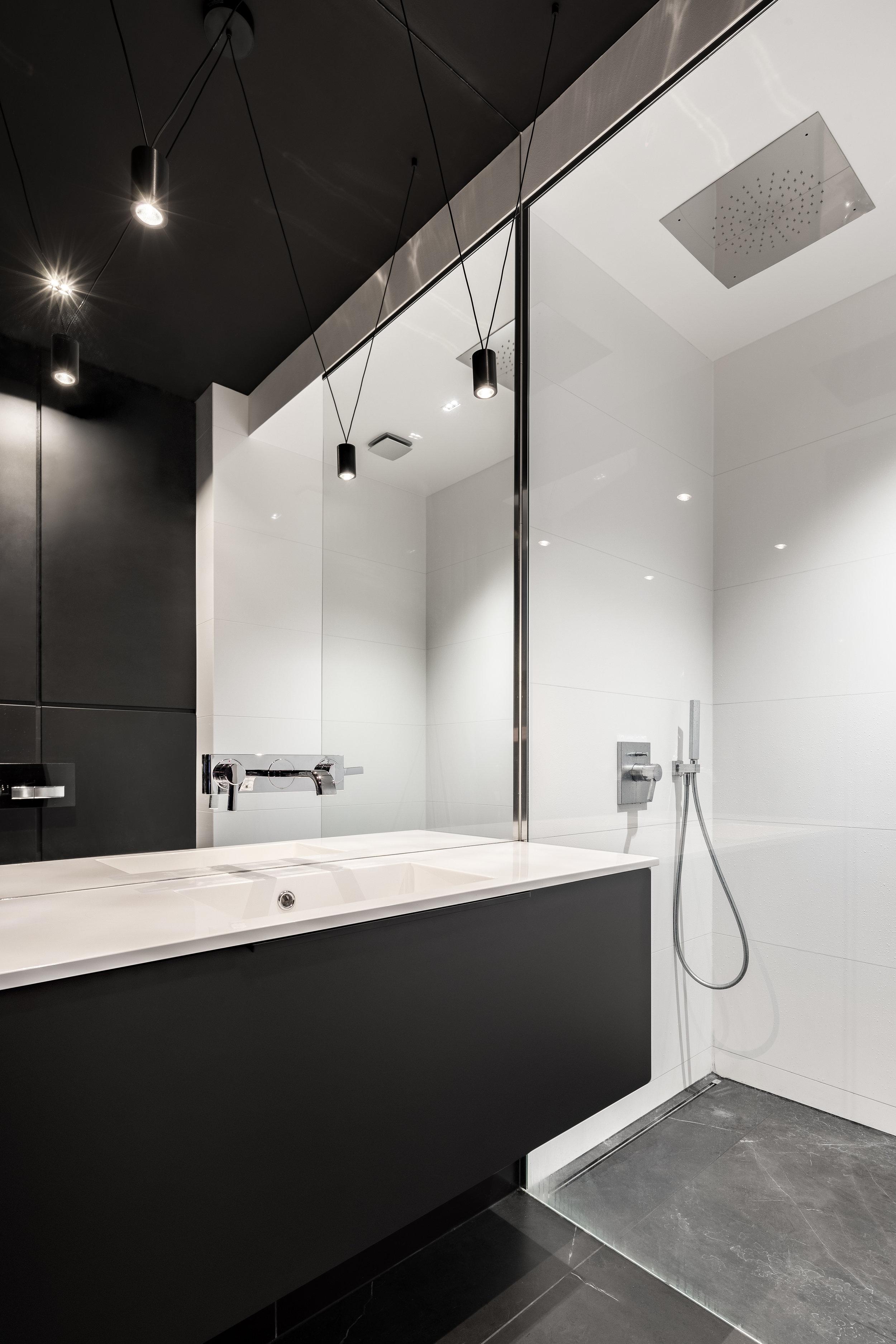 minimal apartment bathroom.jpg