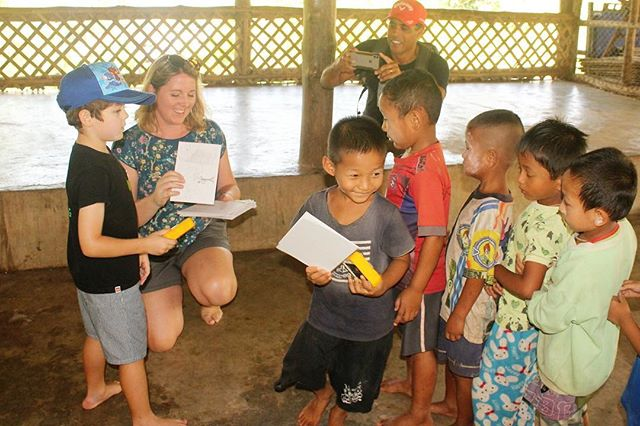 Our wonderful friends at @childrenoftheforestthailand delivering lights. How beautiful is the connection between children here! #happyfriday #solarbuddy #illuminatingfutures #friends
