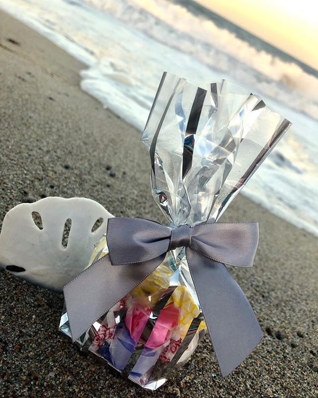 In need of wedding favors? We got your covered! 💝🍬#weddingseason #weddingfavors #thecandycorner #lifeisshorteatcandy