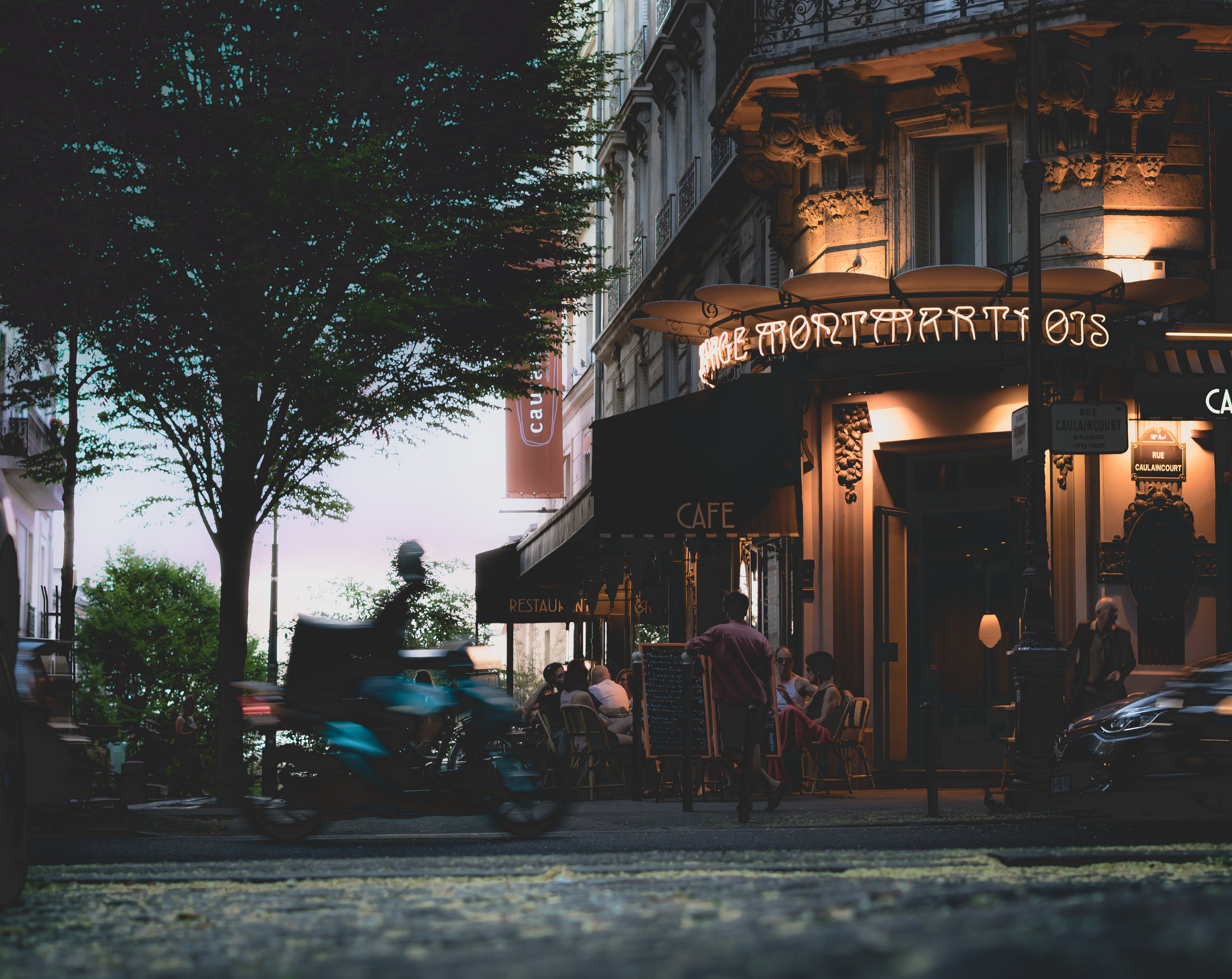 Cafe in Montmartre.jpg