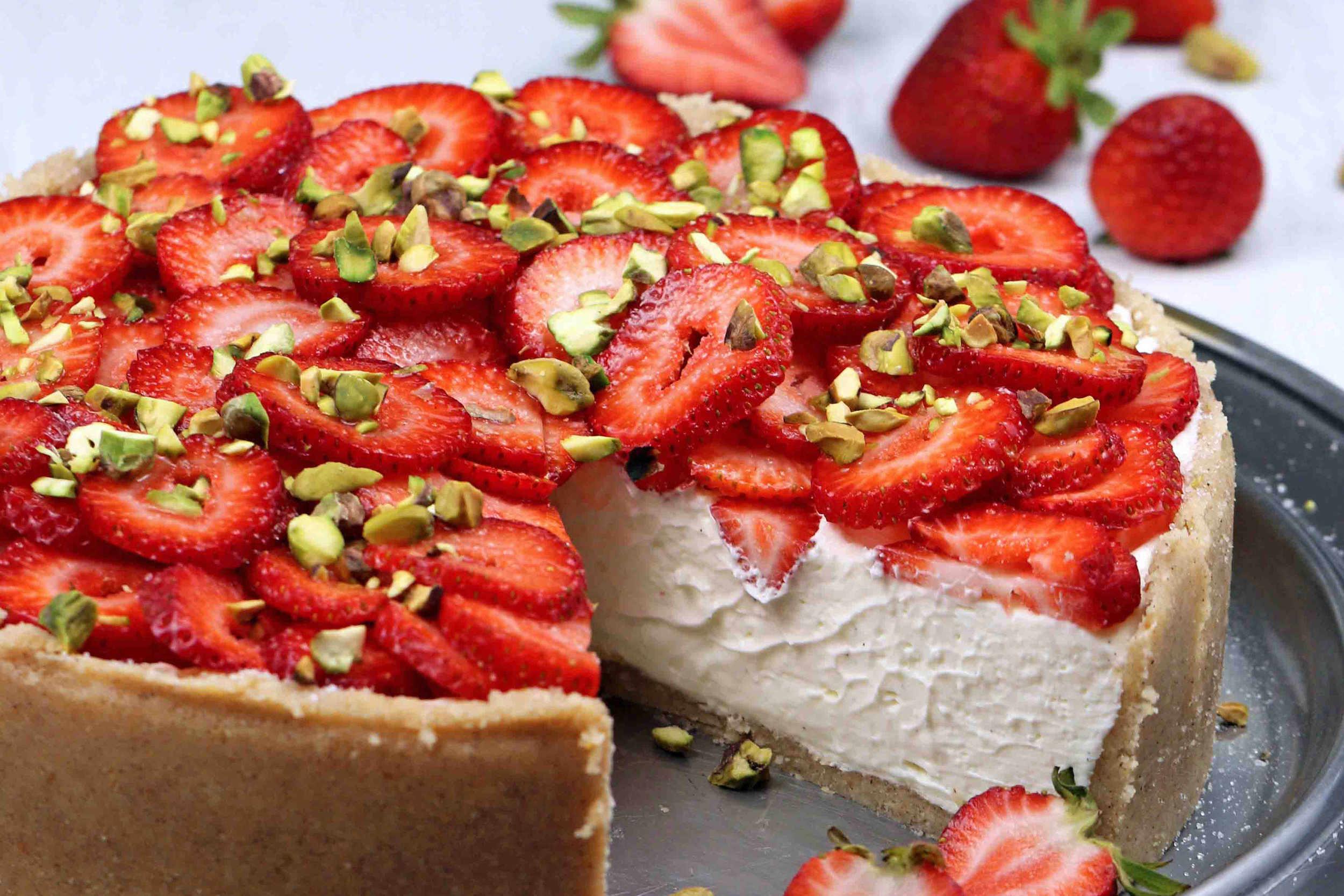 BEST LOW CARB KETO  NO-BAKE STRAWBERRY CHEESECAKE.jpg