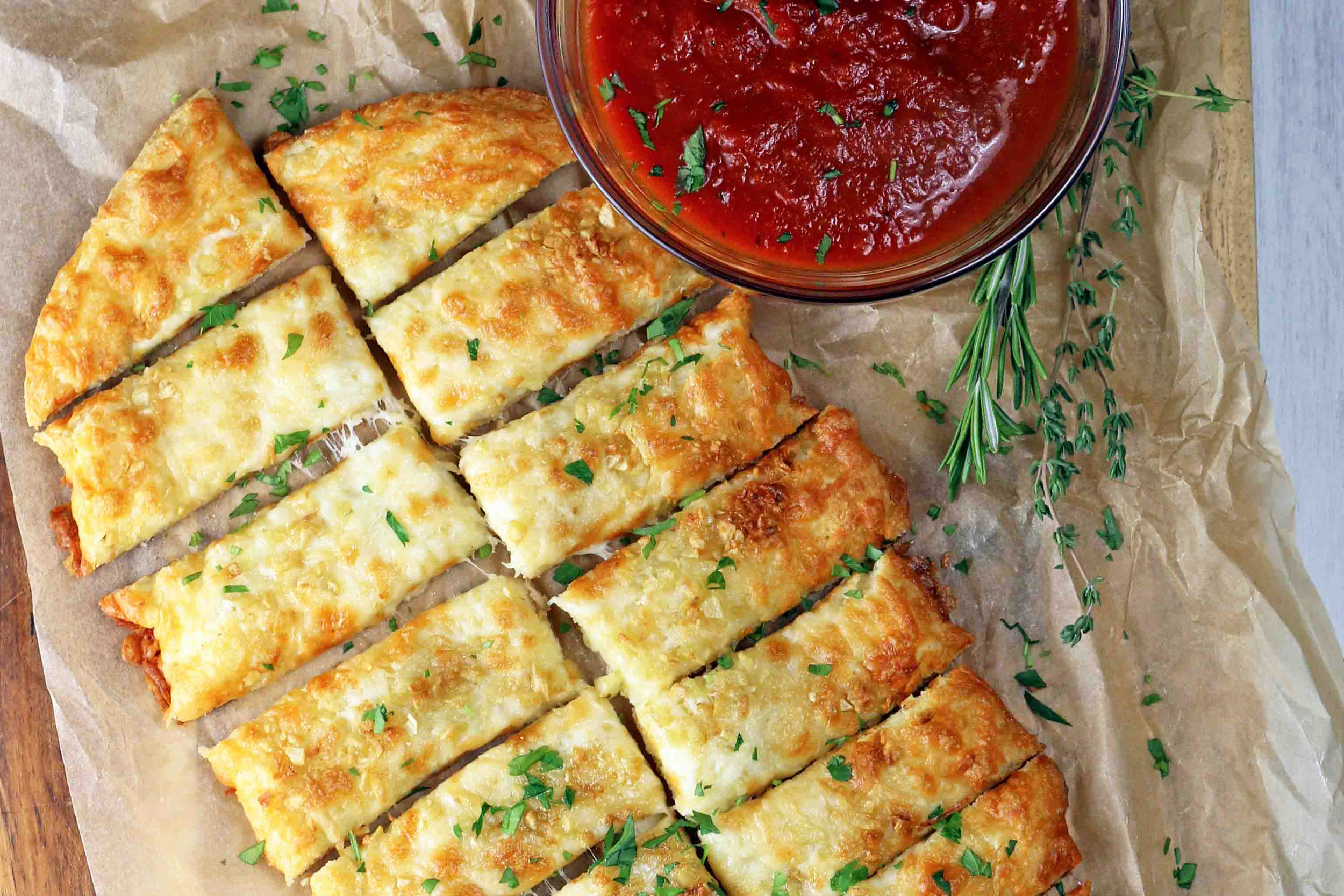 BEST LOW CARB KETO  CHEESEY GARLIC BREAD.jpg