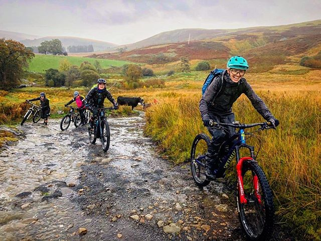 Our coach @rachael_gurney riding in the rain and still loving it (honestly)! If you are struggling with the mud as winter begins, send us a message to chat about a session on how to make water and muck your friends. 😄🤭🌧