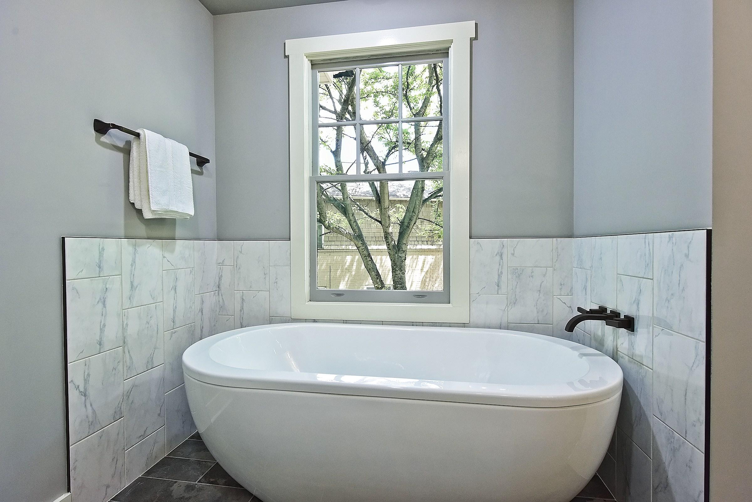 037_Master Bathroom.jpg