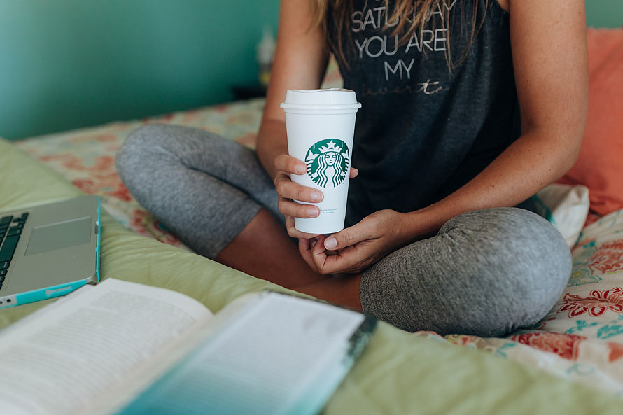 personal-brand-photographer-brandilyn-davidson-loves-chai-tea-latte-obsession-branding-photographer-2018.jpg