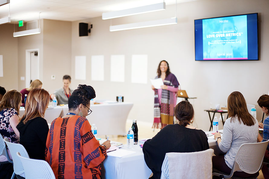 jadah-sellner-mentor-for-female-entrepreneurs-at-lom-retreat-in-oct-2018-by-personal-brand-photographer-brandilyn-davidson.jpg