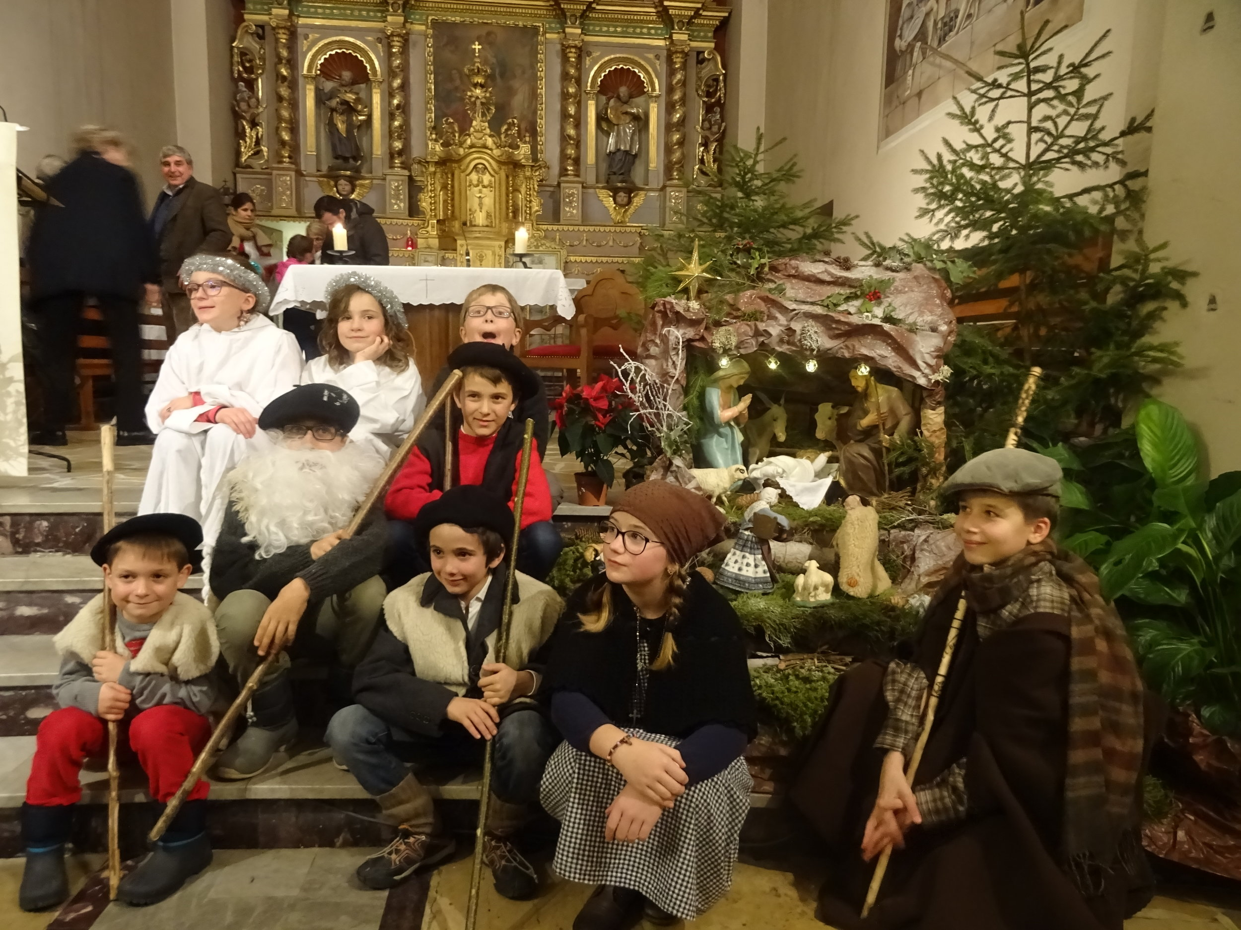 Les enfants d'Arêches lors de la messe