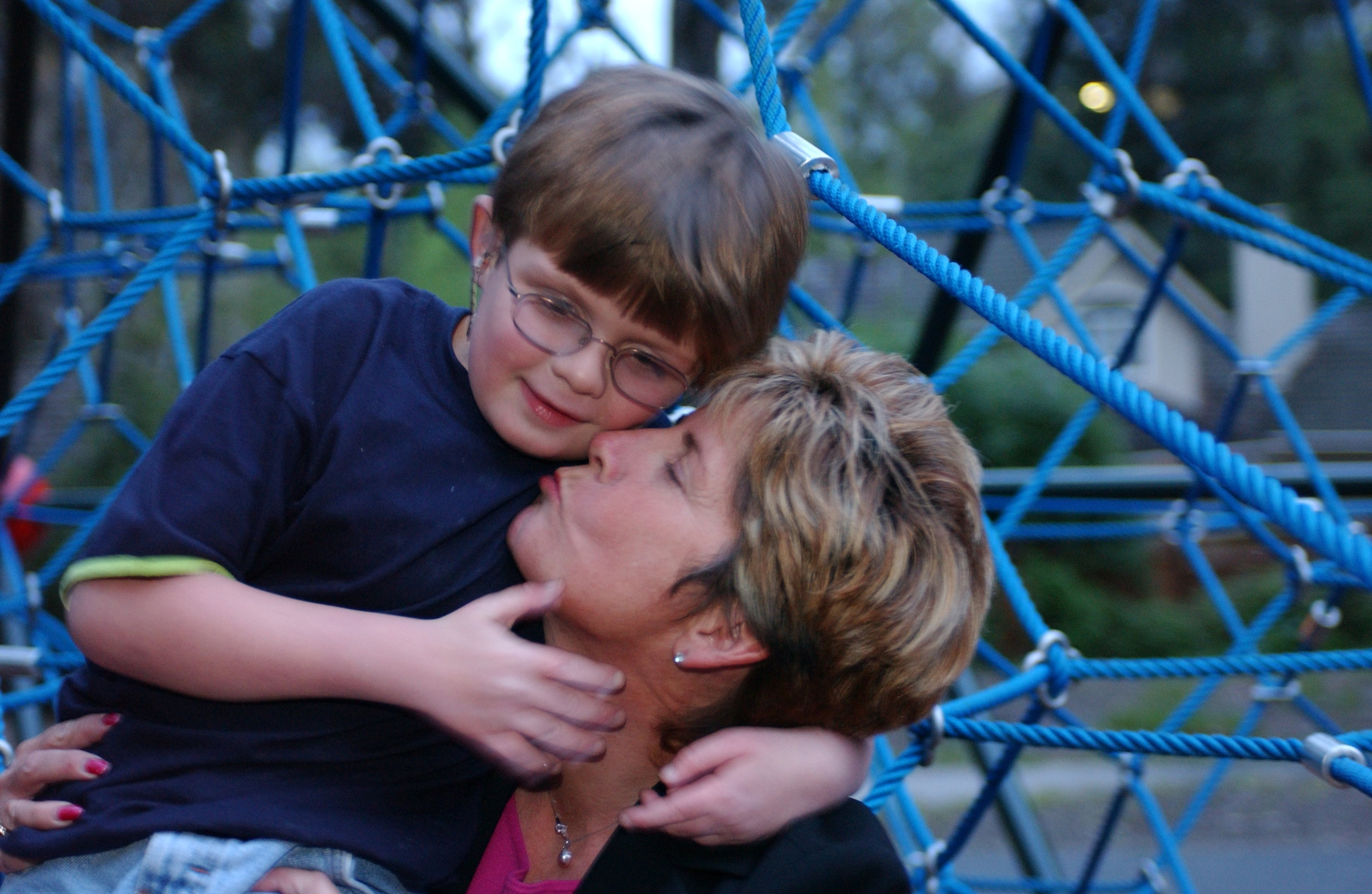 mom kissing robert in the park.JPG
