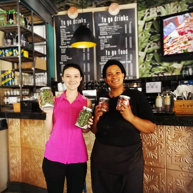 Soet society Cafe joining us on our anti-plastic campaign. Buying their microgreens and edible flowers in glass packaging! Making a difference one step at a time. @soet_society_cafe @nixinography  #sustainability #plasticfree #capetown #microgreens #edibleflowers