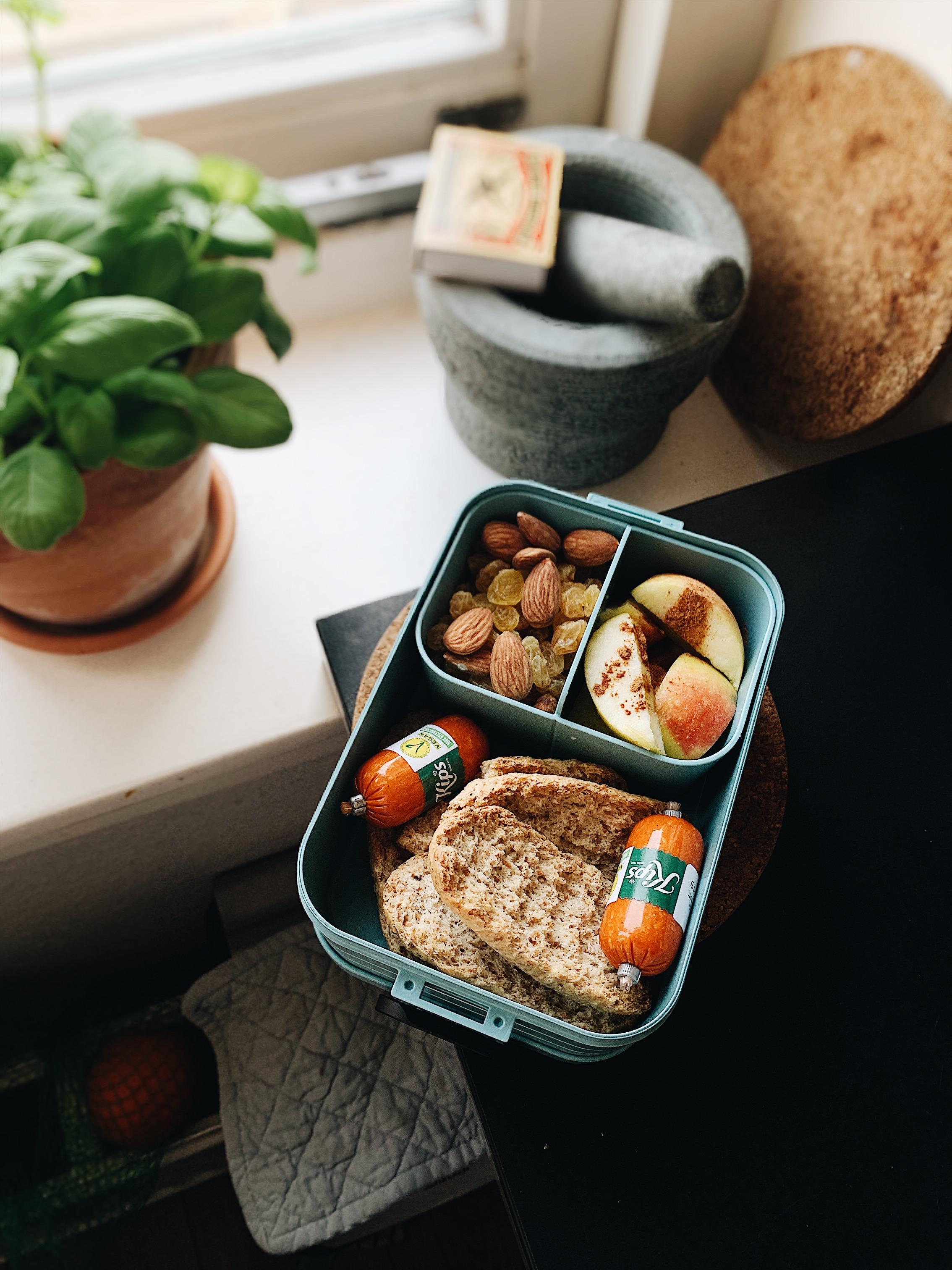 Soms heb ik geen tijd om lunch te maken en neem ik alleen een aantal tussendoortjes mee. Mijn lunch koop ik dan op werk of in de supermarkt.