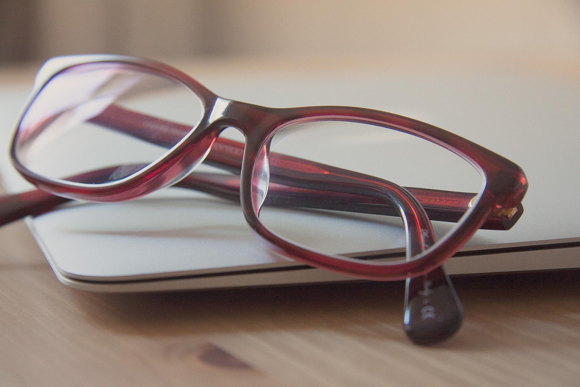 glasses-789836_1920.jpg