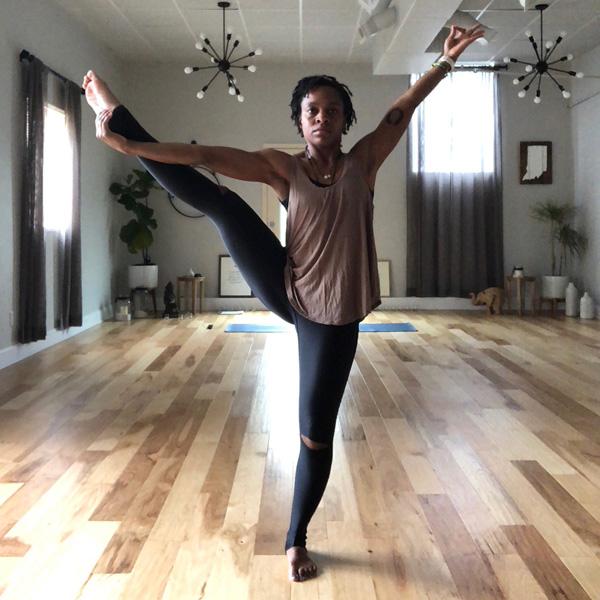 kompose-instructors-pose-amanda.jpg