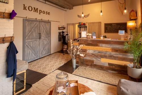 kompose-studio-entrance.jpg