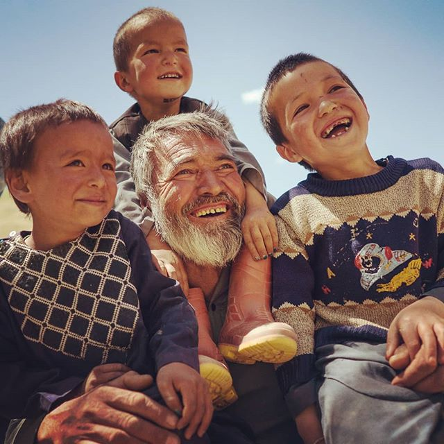 Ahh what a lovely bunch of people. Follow @afghanaidhq for more. 🌾 🌱 #afghanistan #smiles #grandad #afghanistandaily #ngo #internationaldevelopment