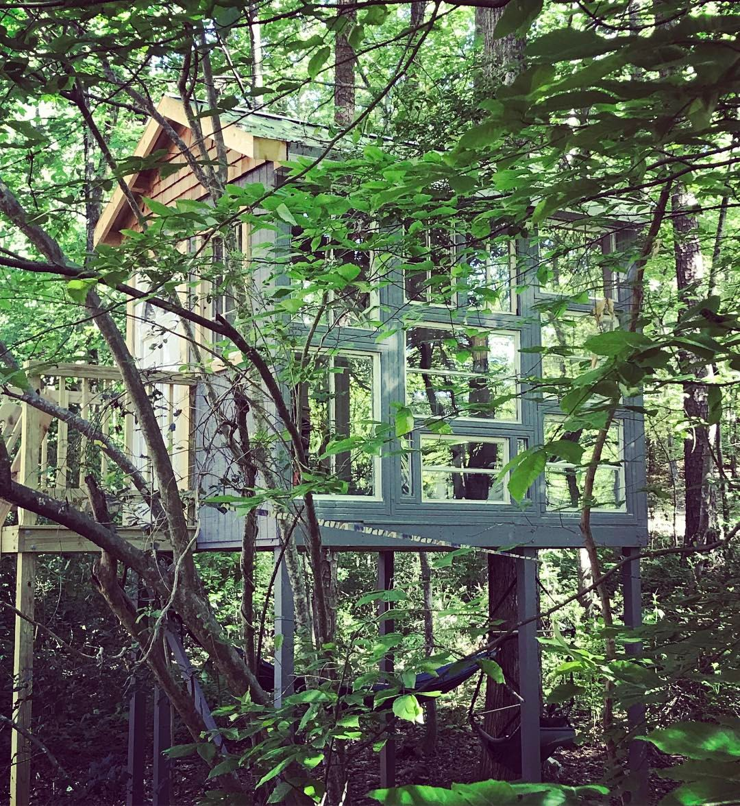 The outside of Steen's Treehouse—a tranquil little spot in the woods!