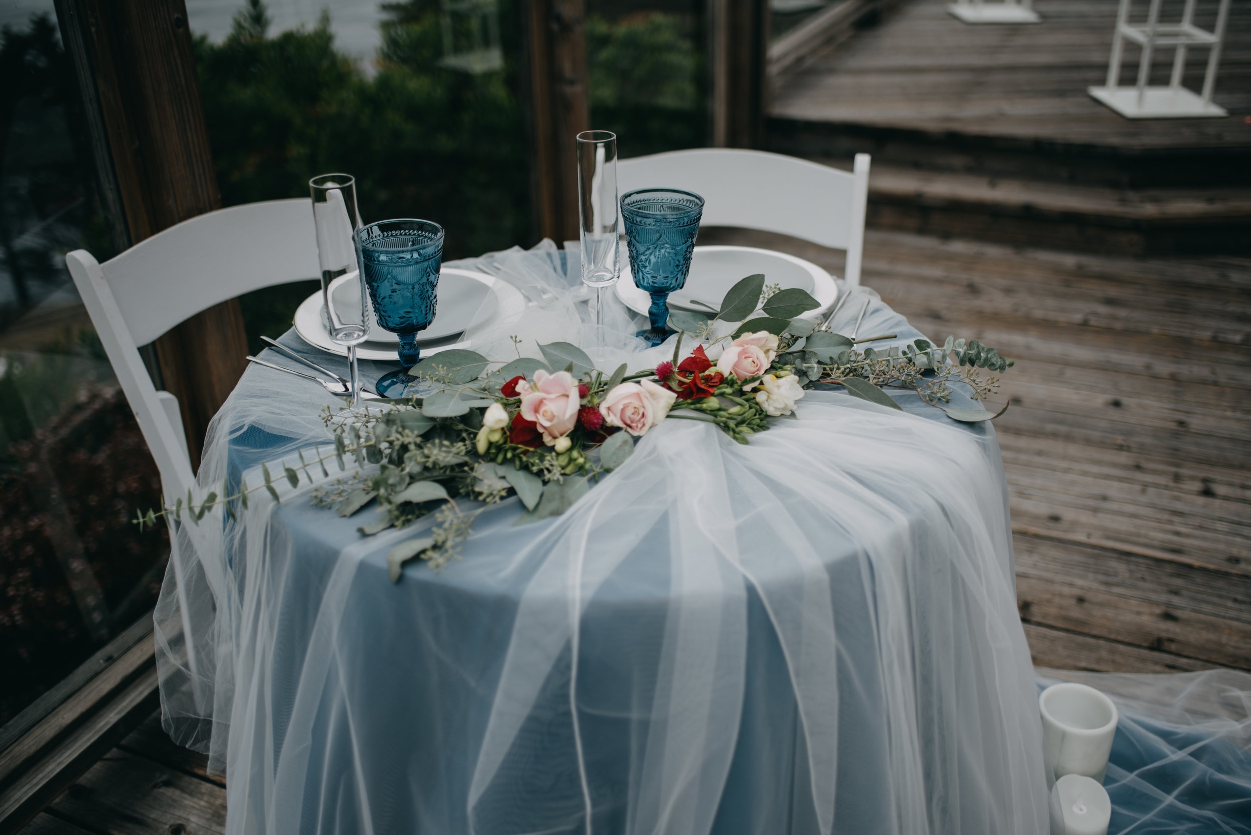 blue and white wedding table decoration