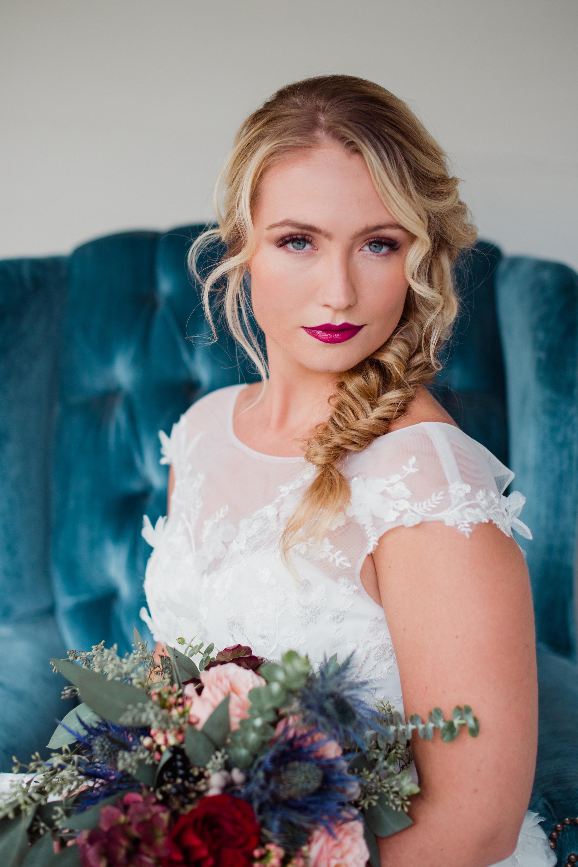 wedding photo idea bride photo inspiration velvet chair