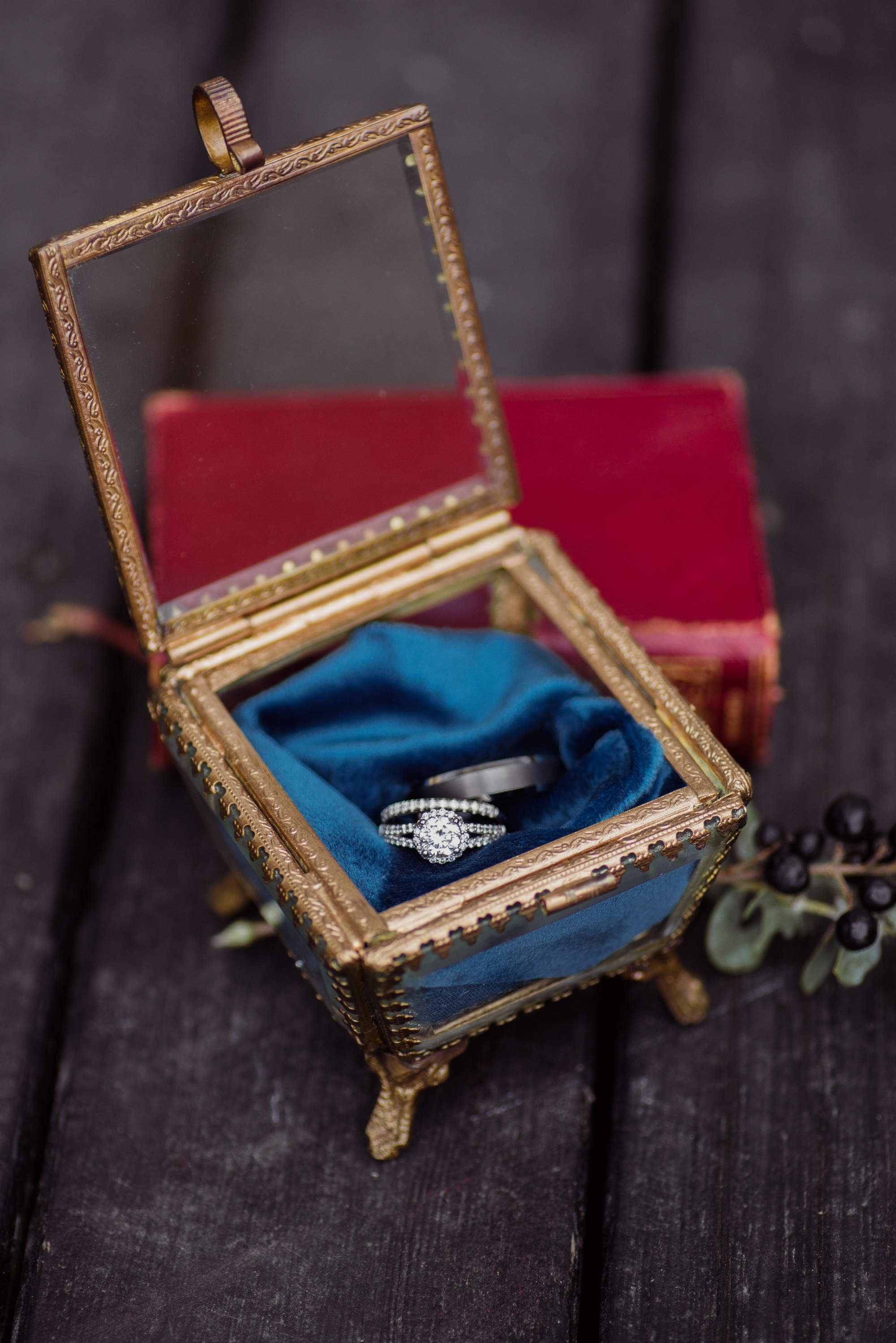 regal wedding ring and band case