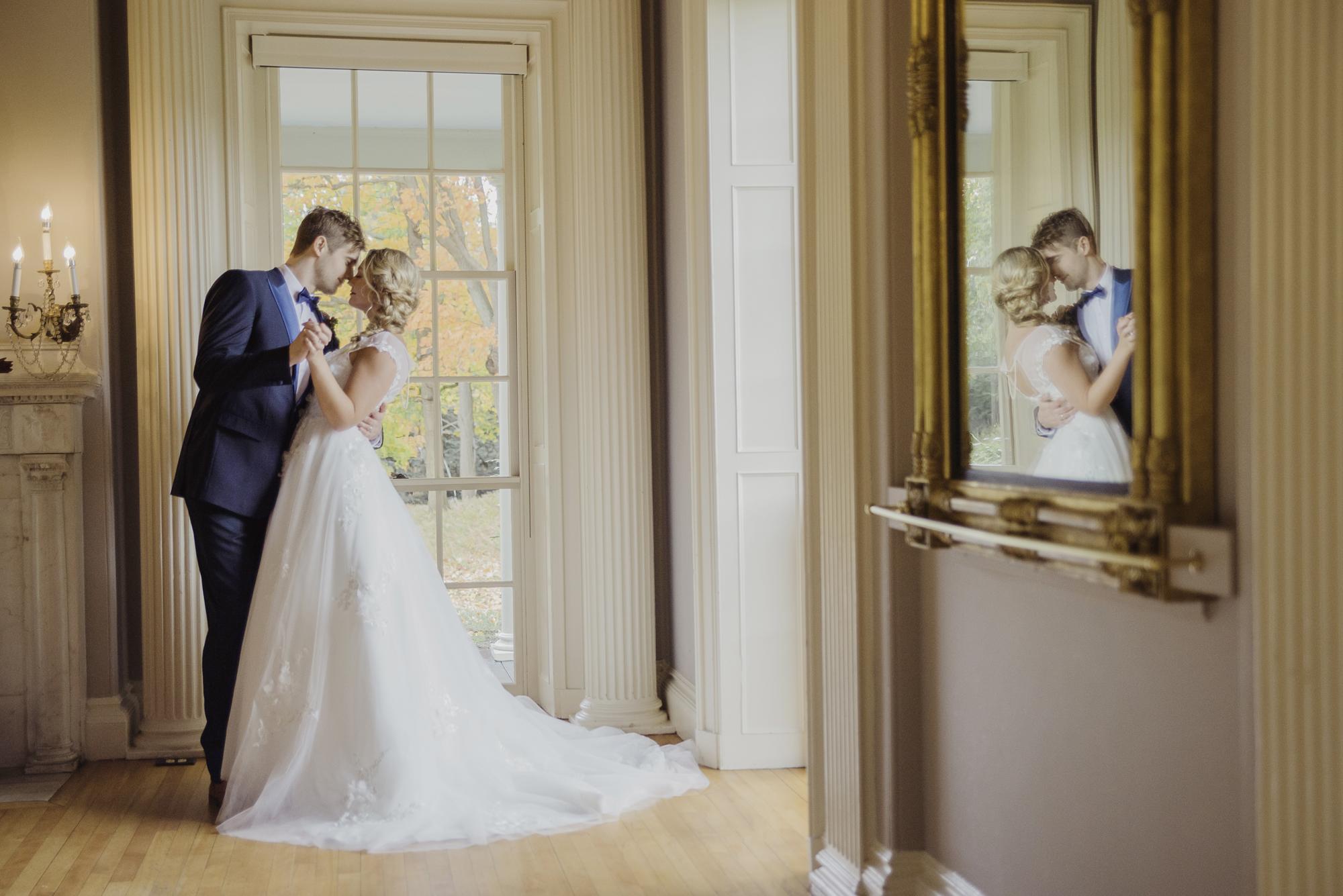beautiful wedding photo inspiration mirror image and elegant wedding dress under $1000