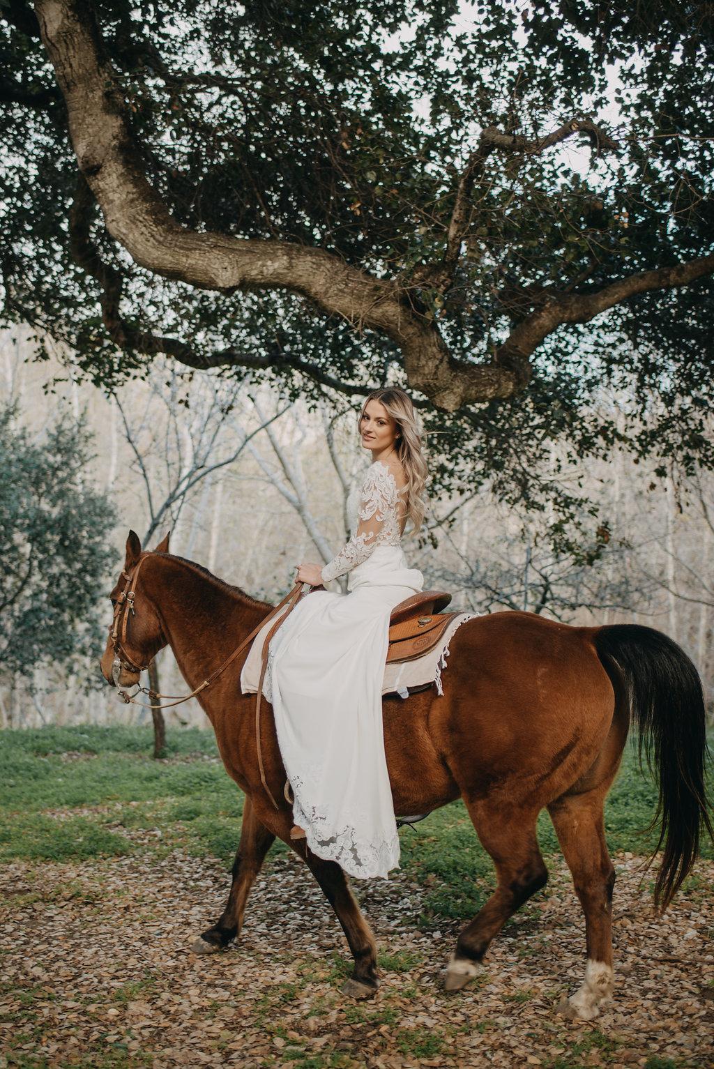 bridal photo idea boho wedding photo inspiration horseback riding