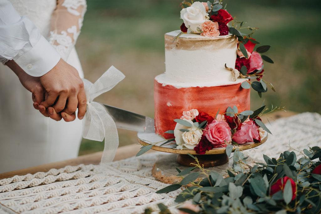 wedding cake fall winter wedding trends 2019