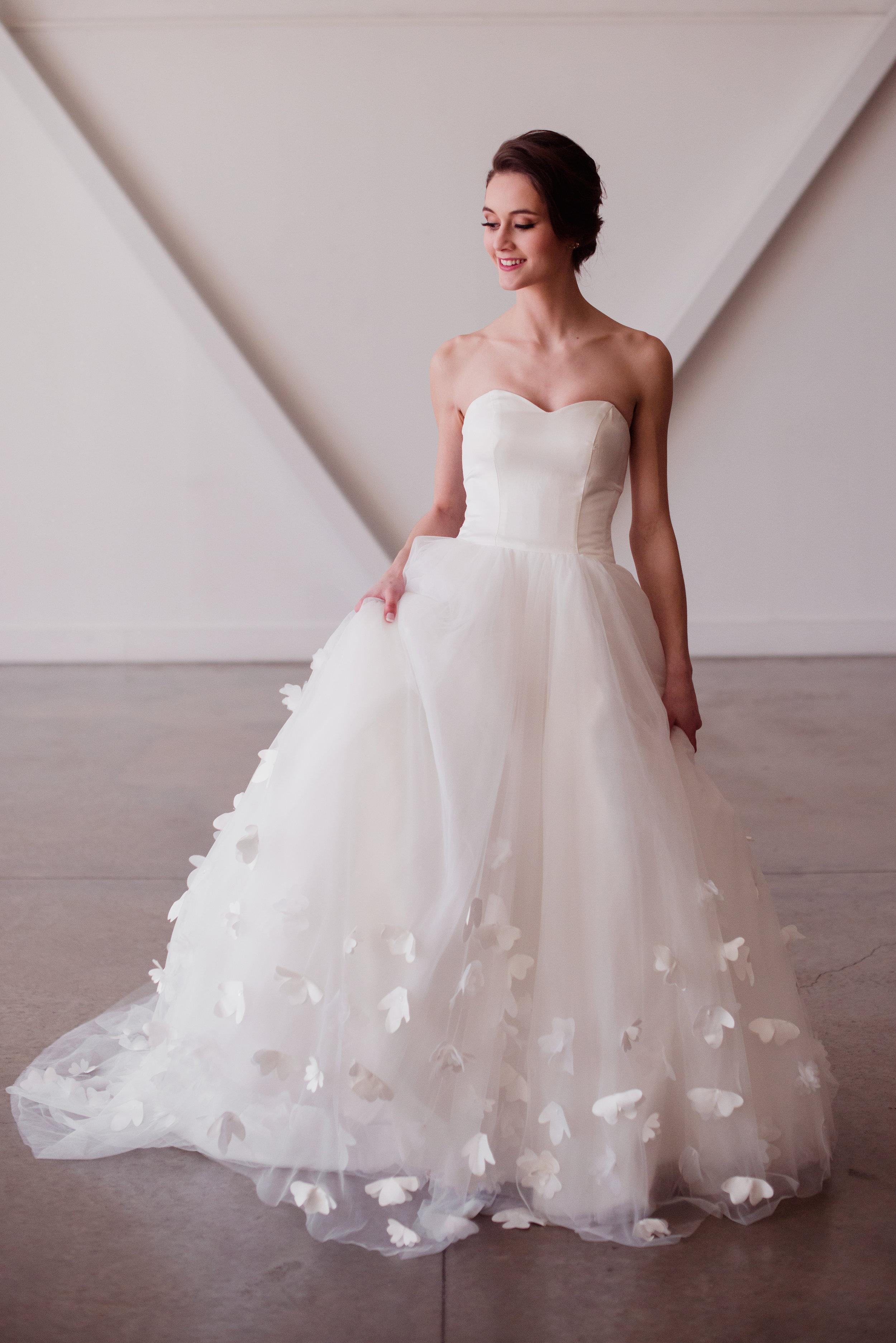 simple modern wedding dress 3D floral applique ballgown fit sweetheart tube tup dress