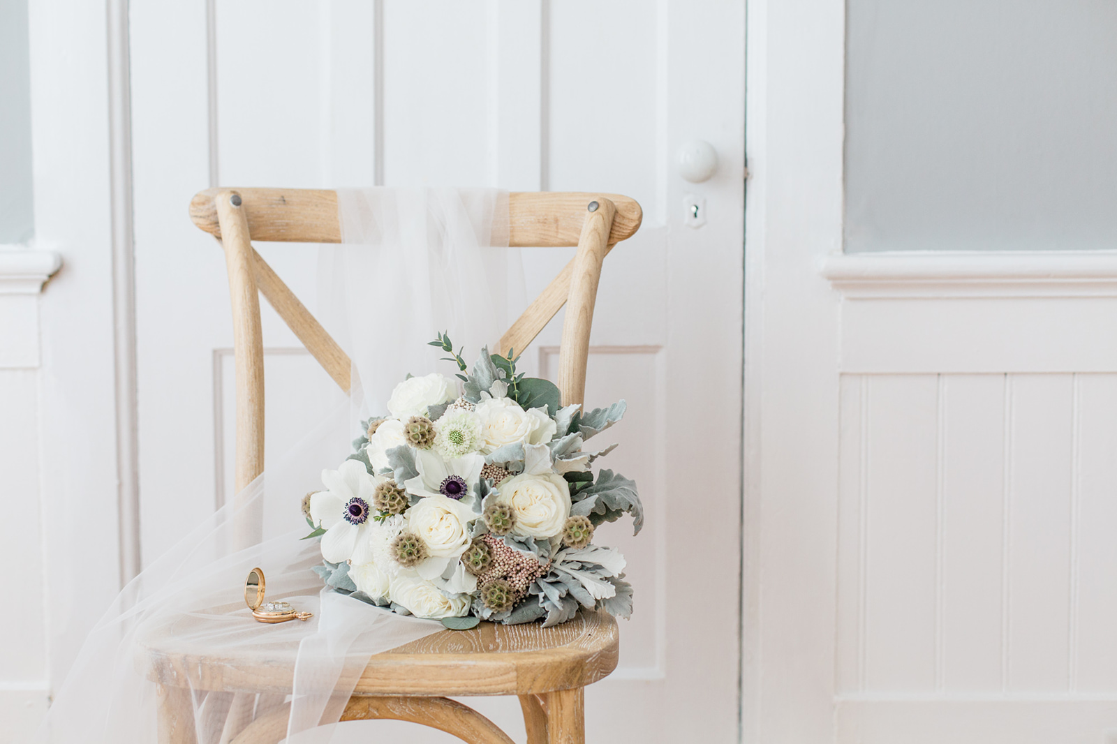 winter flowers wedding bouquet