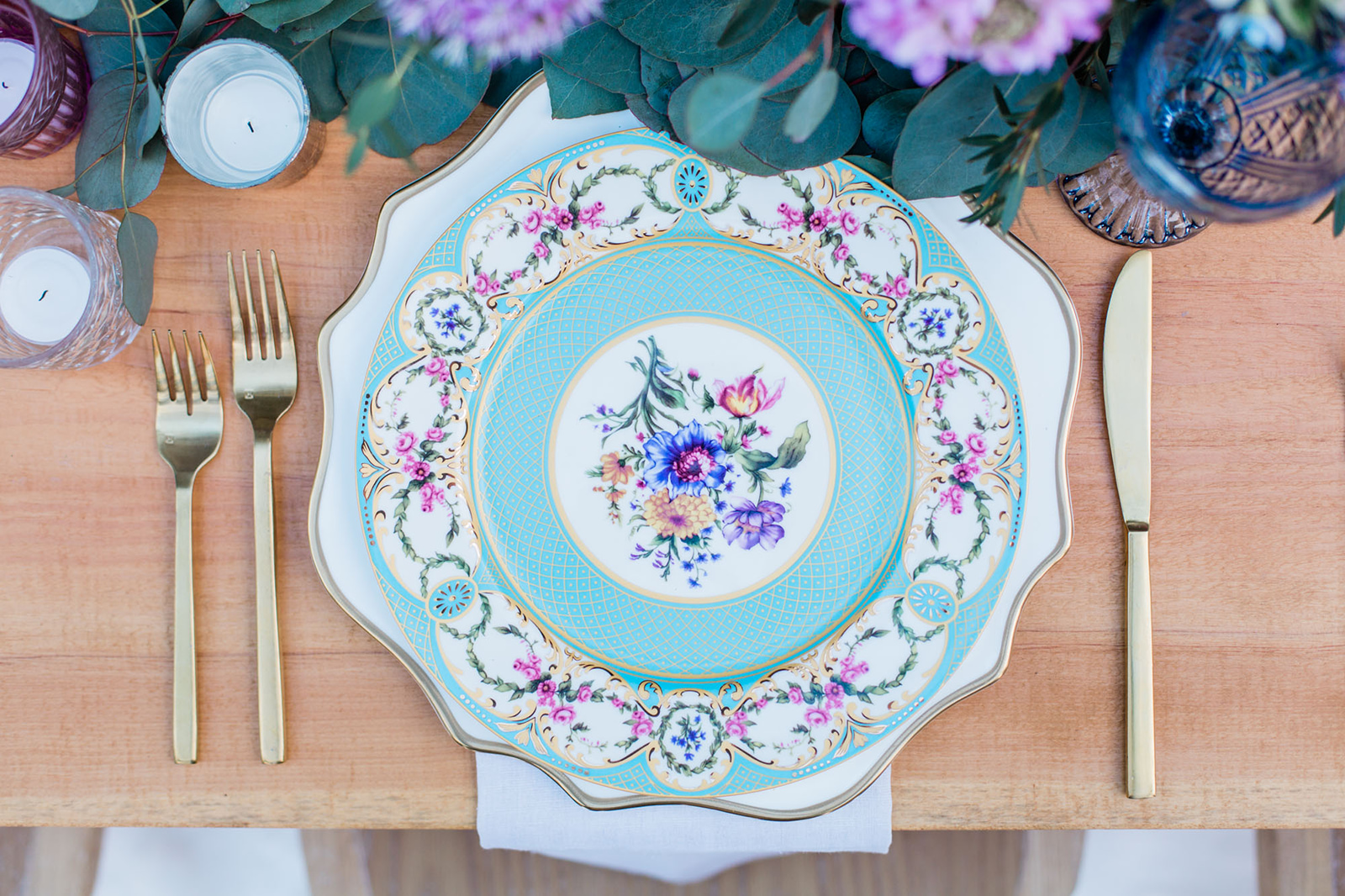 beautiful turquoise china plate and gold utensils for wedding