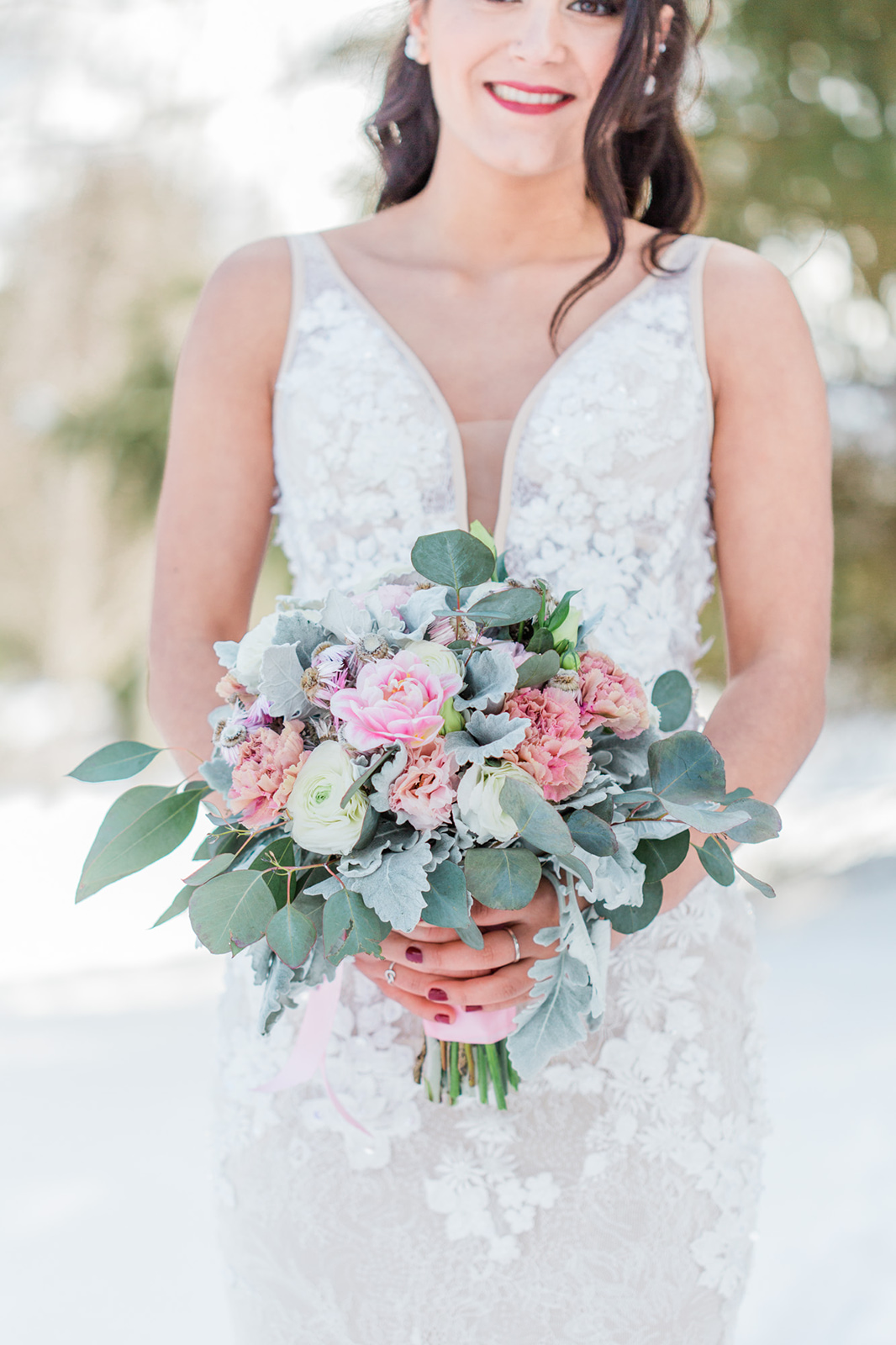 winter outdoor wedding photoshoot soft bouquet