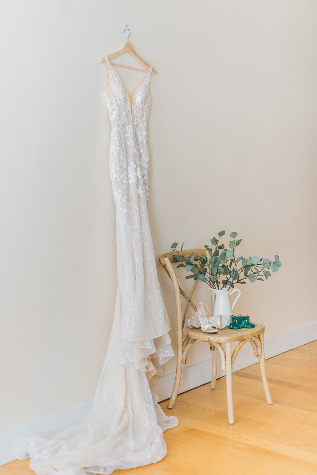 simple modern wedding dress photo