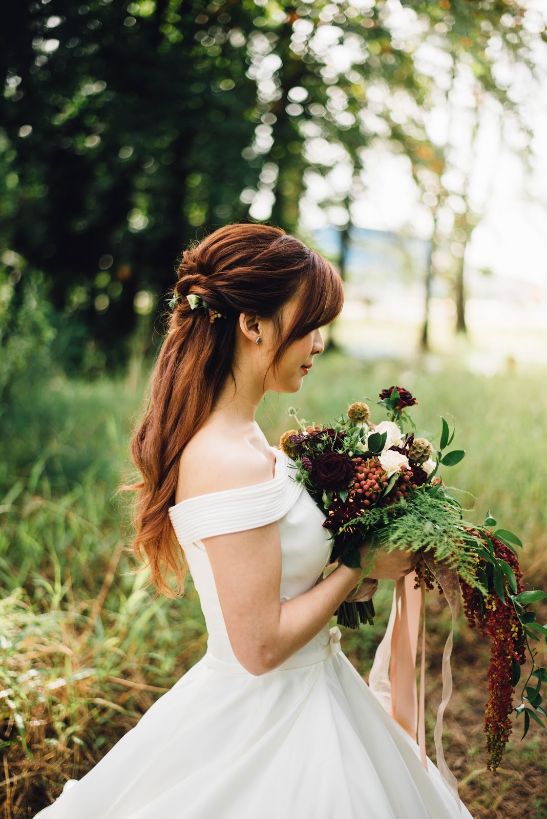 wedding dress photo tips walking down the aisle