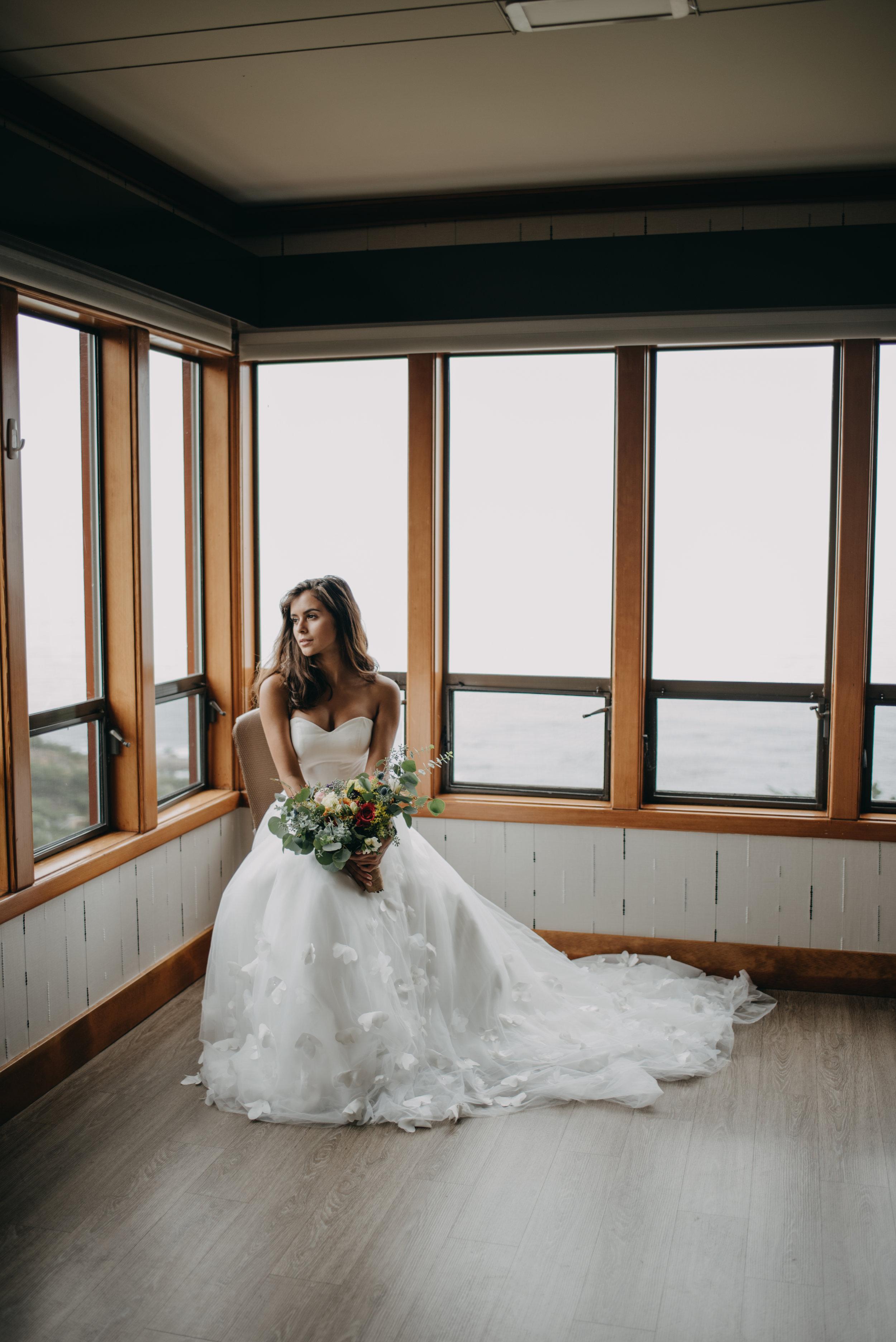 summer wedding dress strapless sweetheart neckline ballgown fit wedding dress